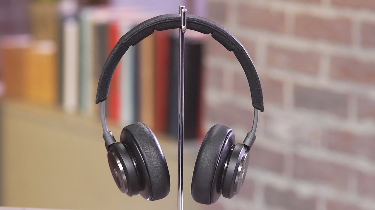 Video: Bang and Olufsen BeoPlay H7: One sweet but pricey Bluetooth headphone