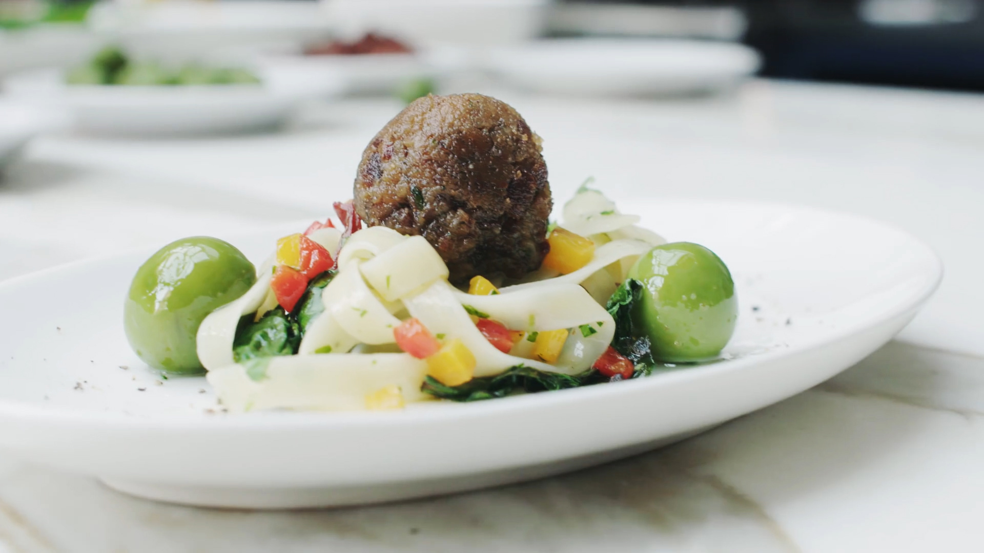 Video: Farming meat cells to grow a meatball (Tomorrow Daily 309)