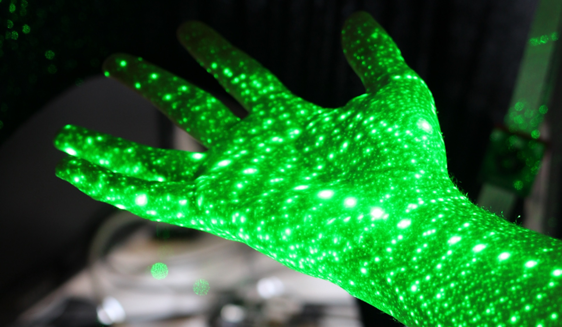 Video: Making 3D hand scans with cameras, lasers and Raspberry Pi (Tomorrow Daily 312)