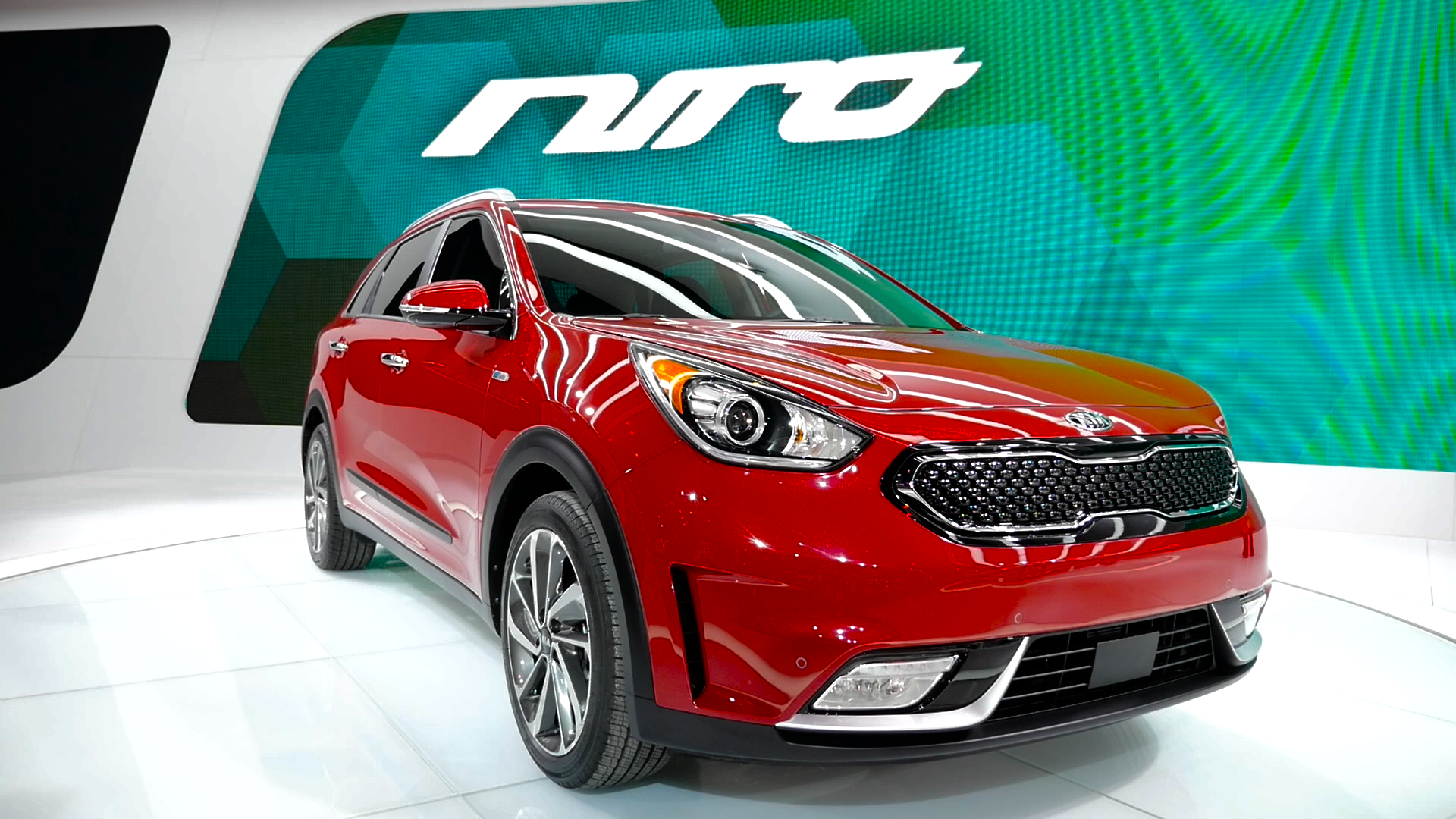 Video: Kia goes Toyota Prius hunting with its new Niro hybrid