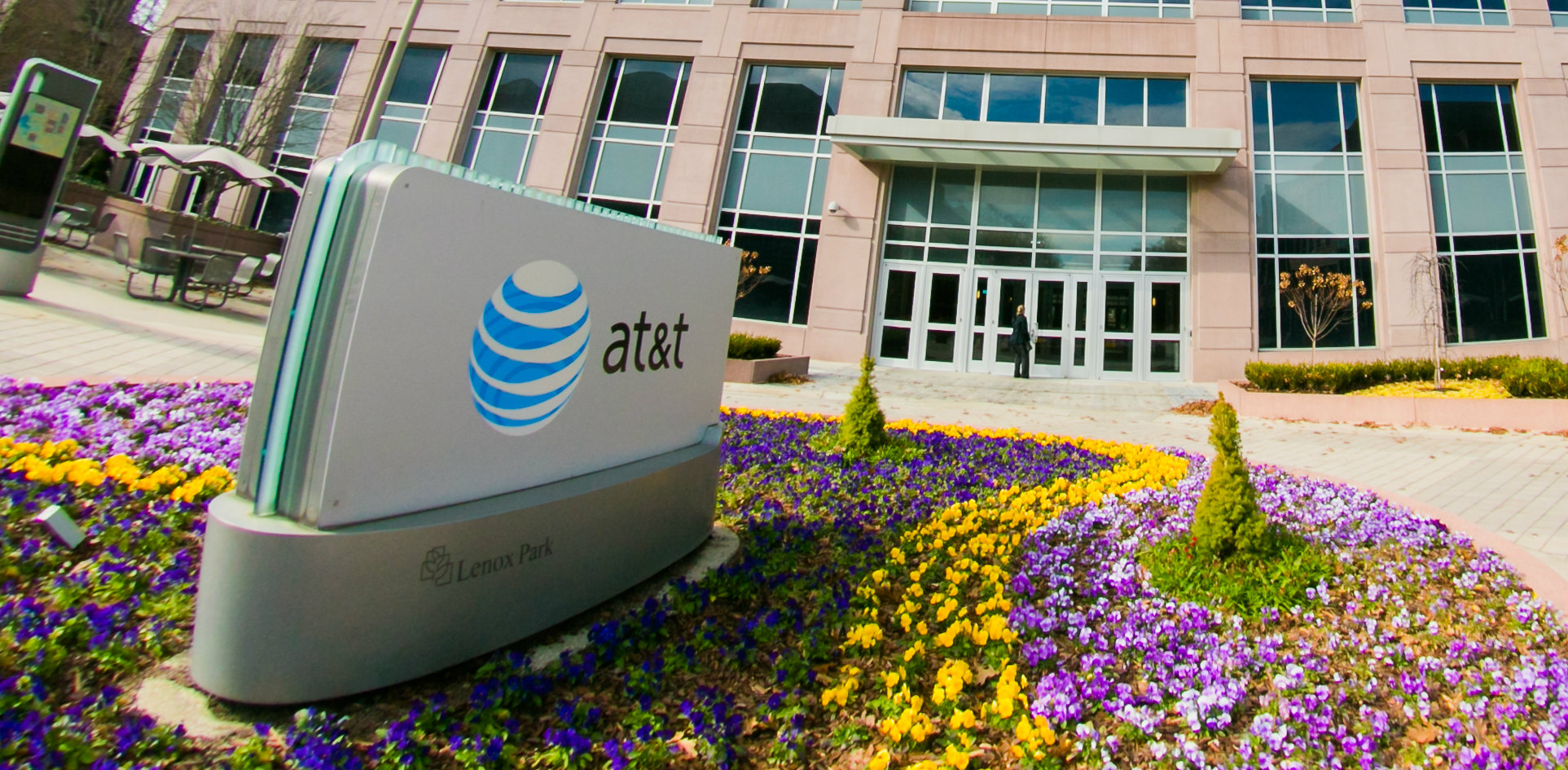 AT&T tries to sweeten DirecTV bundles