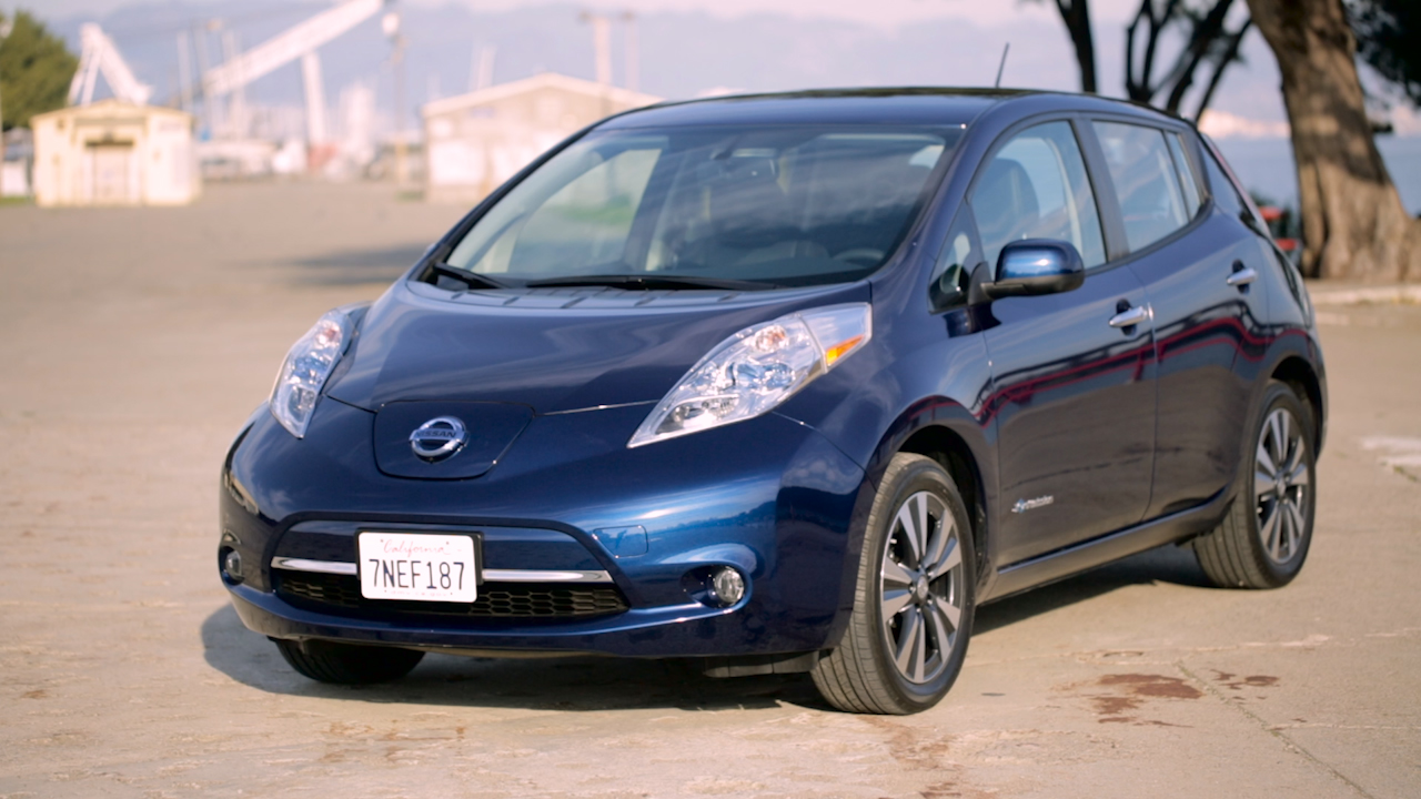 Video: Nissan Leaf: Forget other cars, can it compete with $2 gas? (CNET On Cars, Episode 84)