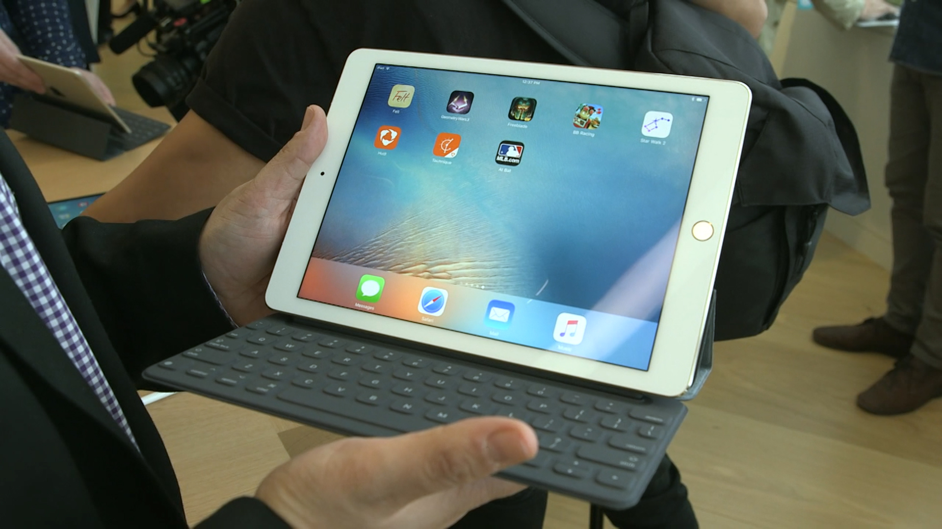 Video: Hands-on with the 9.7-inch iPad Pro