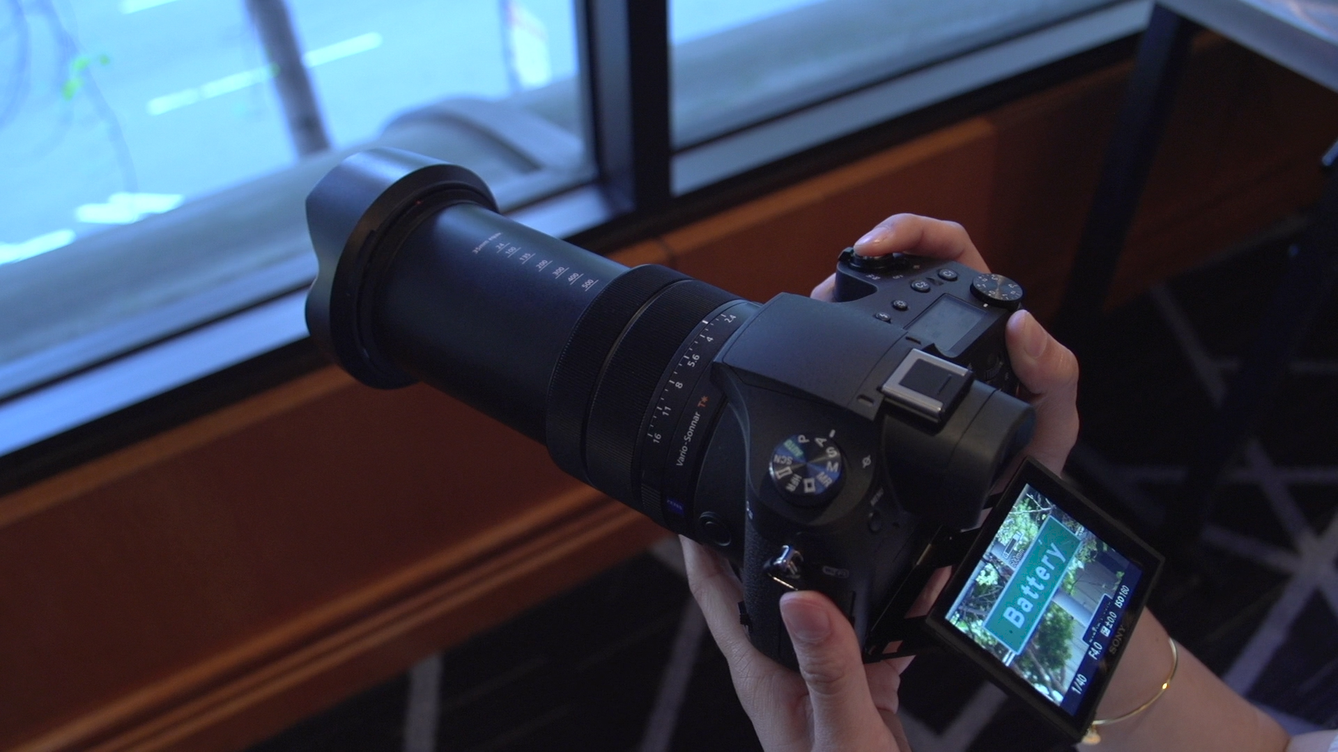 Video: Sony's Cyber-shot RX10 III ups the zoom-lens ante for 1-inch sensor compacts