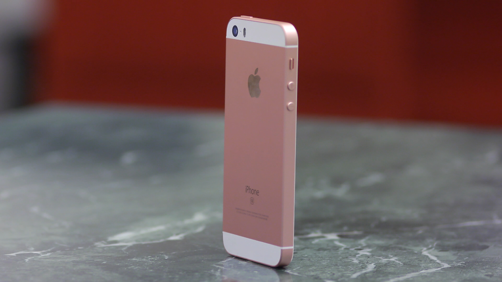Video: iPhone SE: Does size matter?