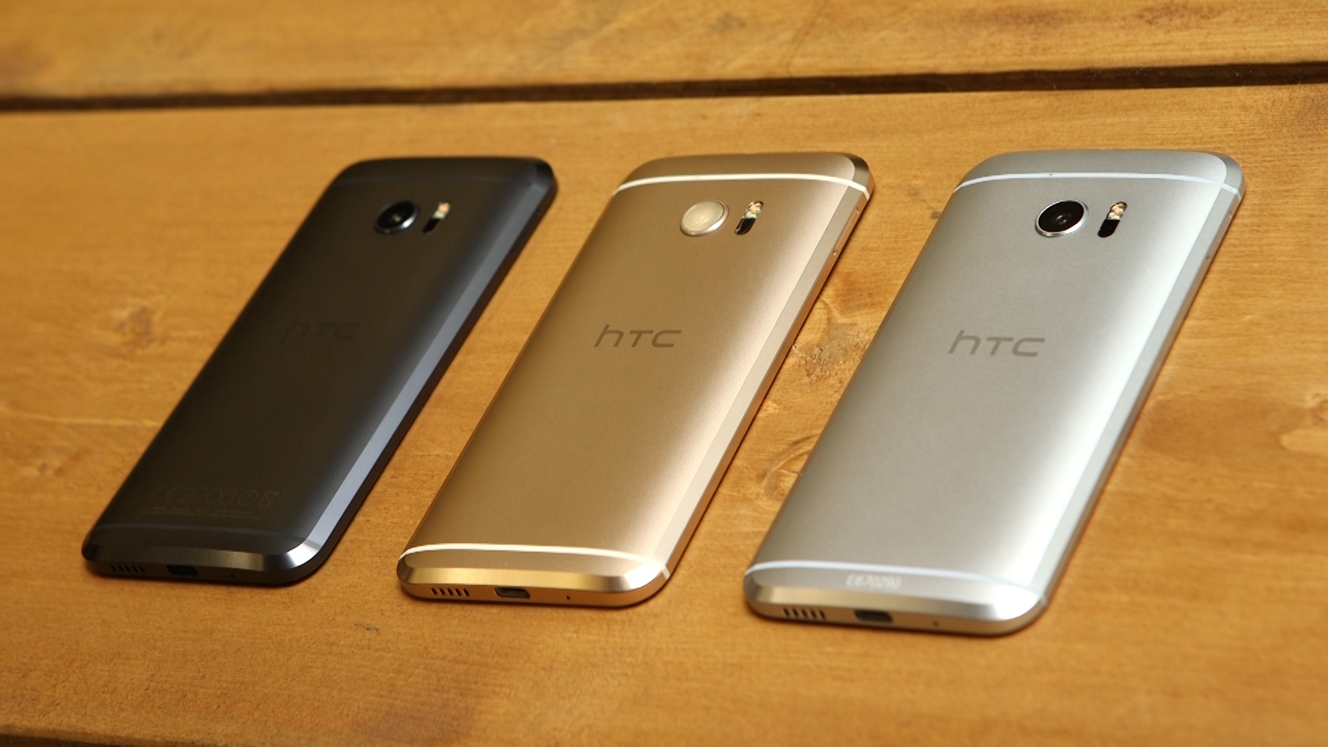 Hands-on with the familiar metal curves of the HTC 10