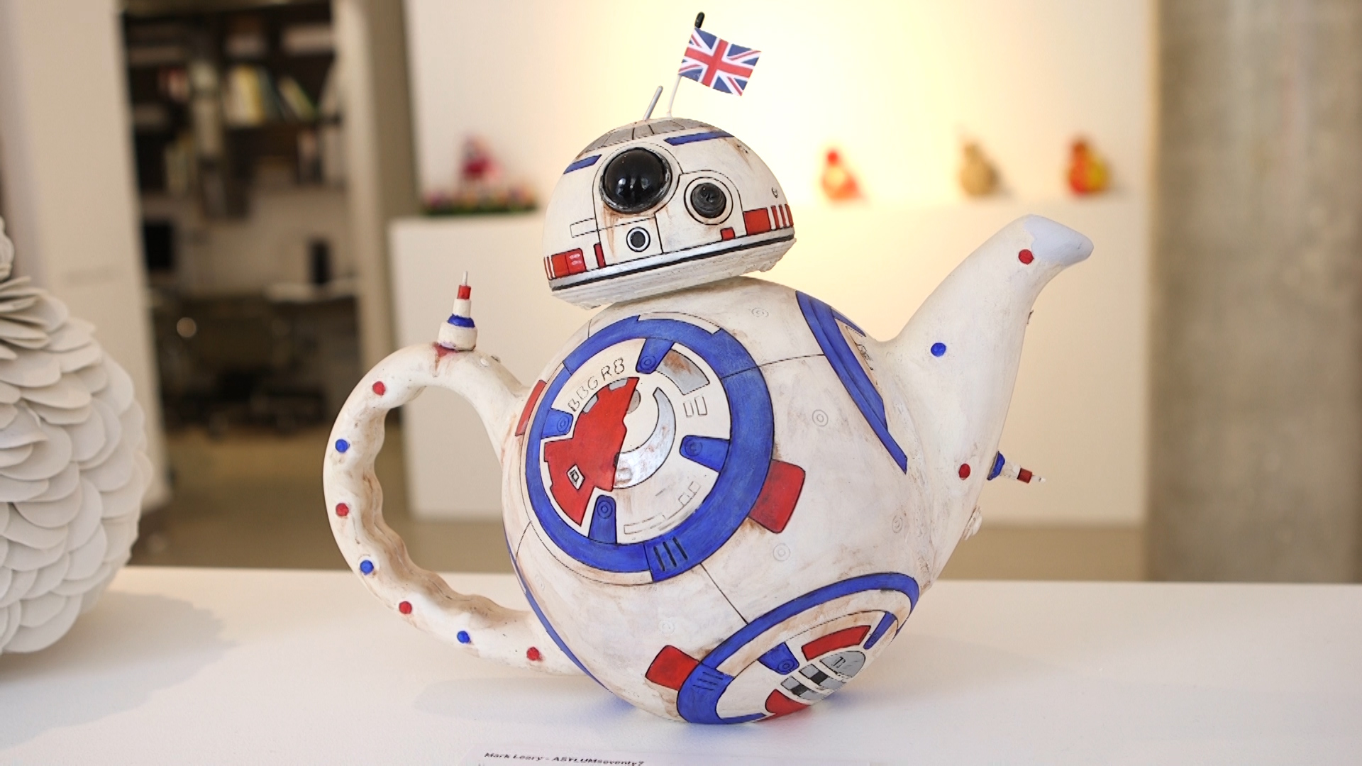 Video: BB-Art: Star Wars actors design their own BB-8s