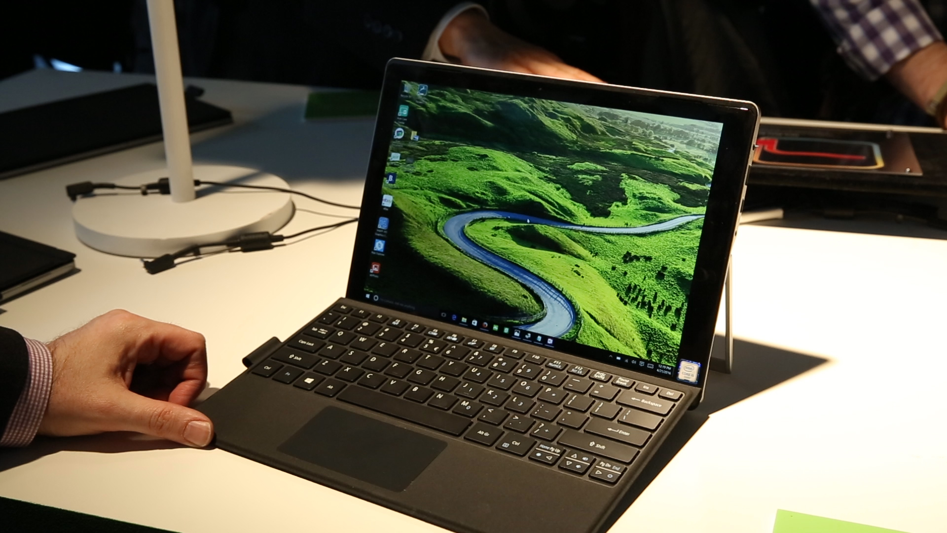 Video: No fans in the liquid-cooled Acer Switch Alpha 12 hybrid