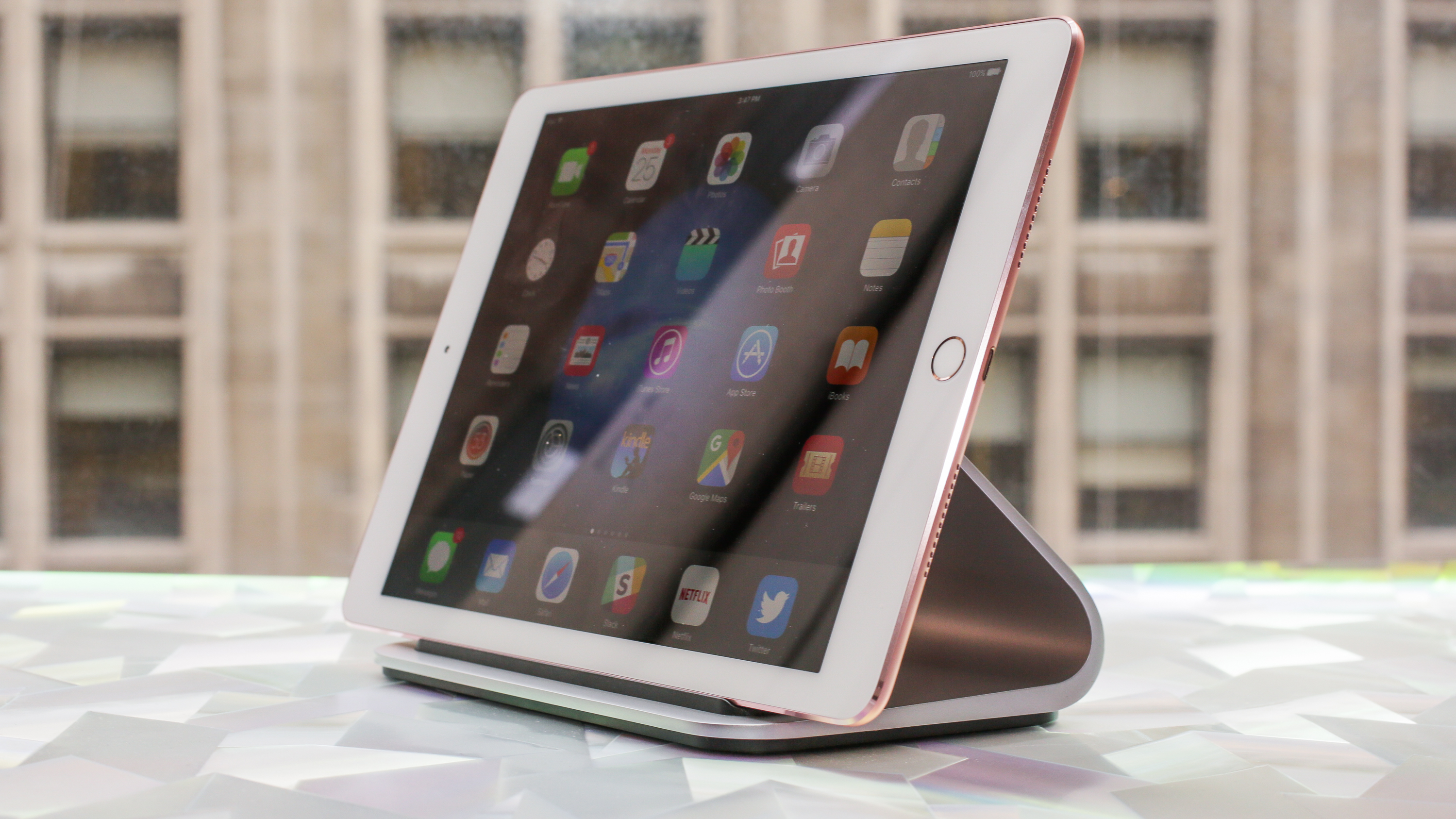<p>Logi BASE is a charging dock and stand for your iPad or iPad Pro.</p>