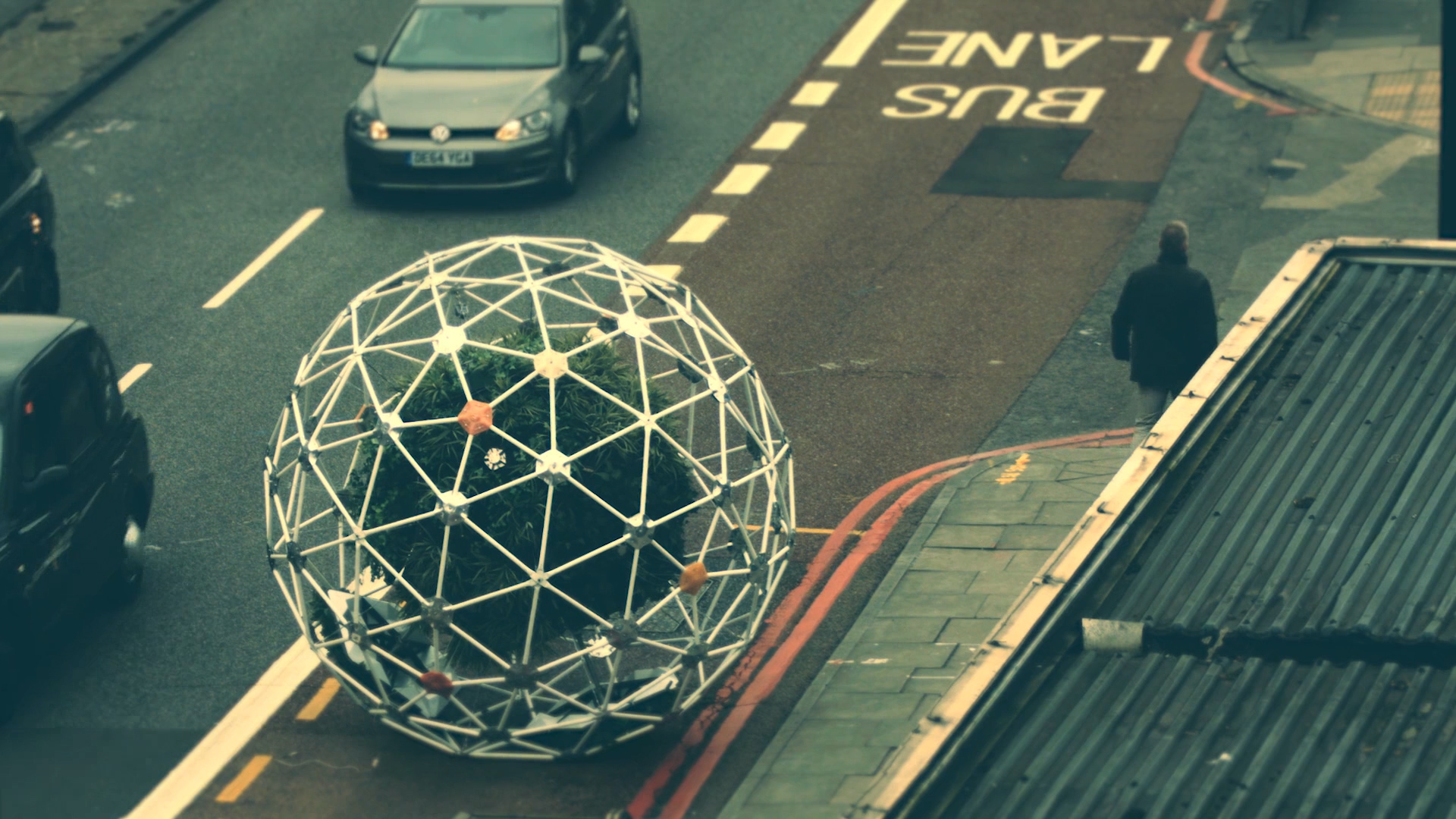 Video: Sphere full of plants rolls around town autonomously (Tomorrow Daily 355)