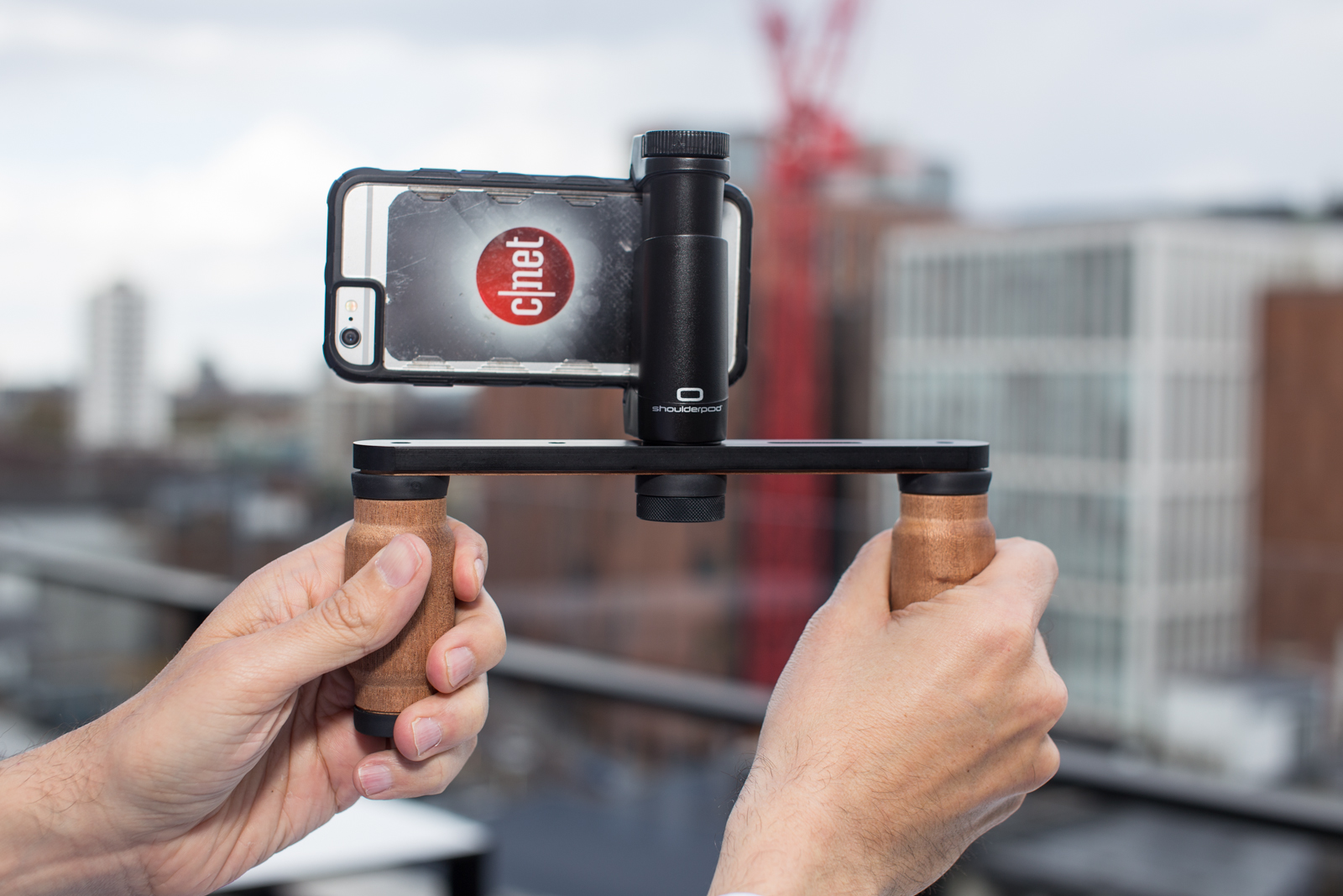 Shoulderpod R1 Pro lets you capture rock-steady video on your phone
