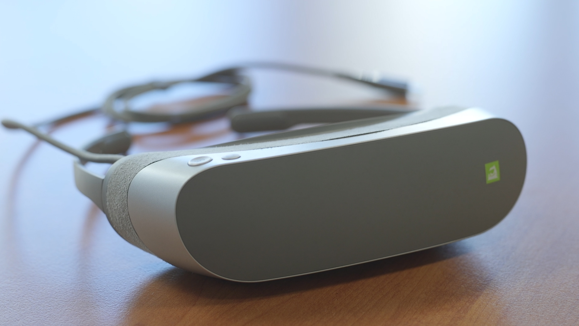 Video: LG's 360 VR headset doesn't dazzle when it comes to virtual reality