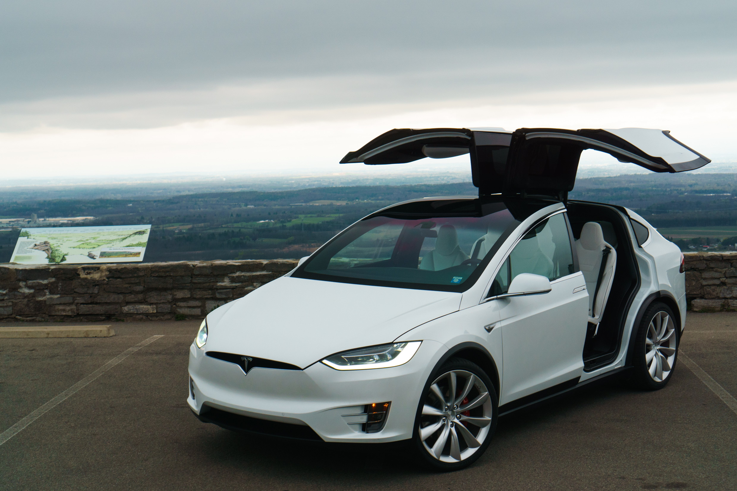 tesla model x on the inside and out page 4 roadshow. Black Bedroom Furniture Sets. Home Design Ideas