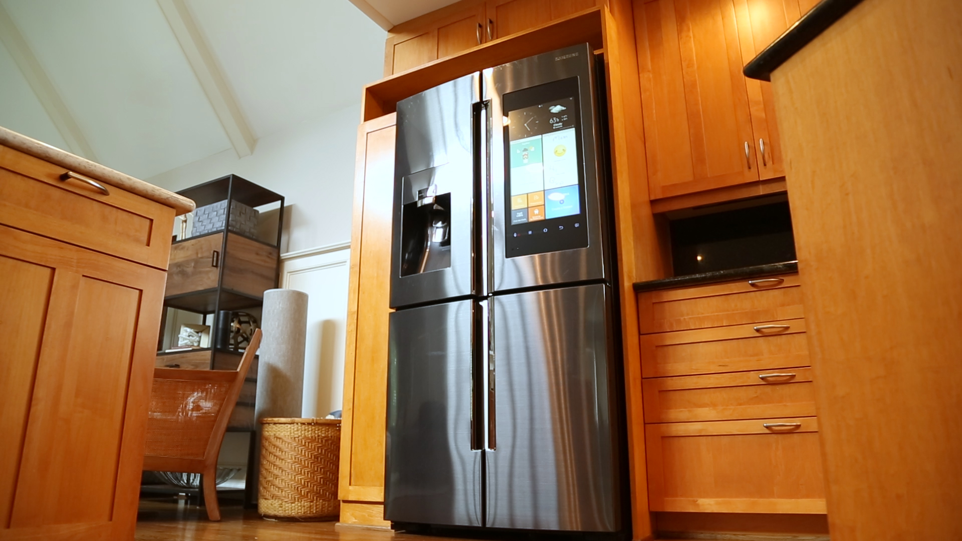 Video: Samsung's 6,000 smart fridge keeps watch over your leftovers