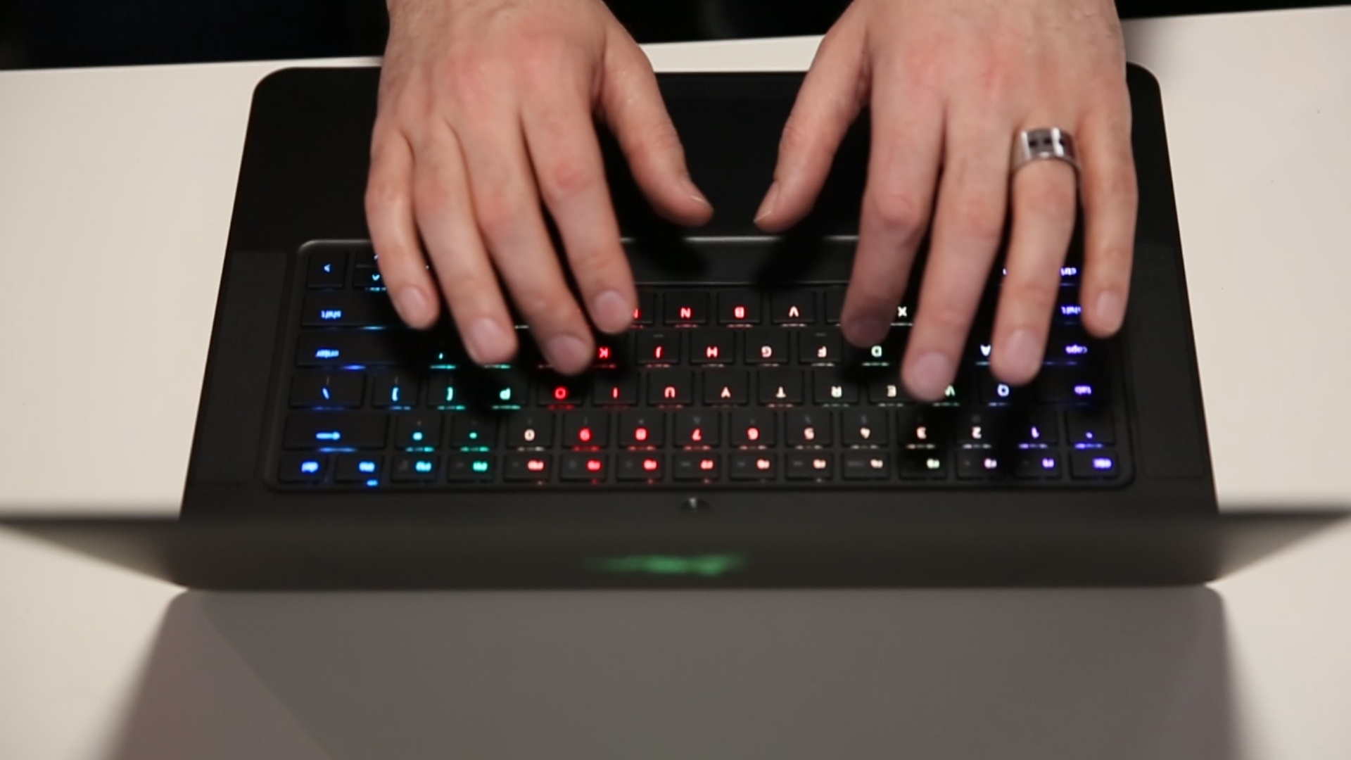 Video: A gaming laptop with a colorful personality