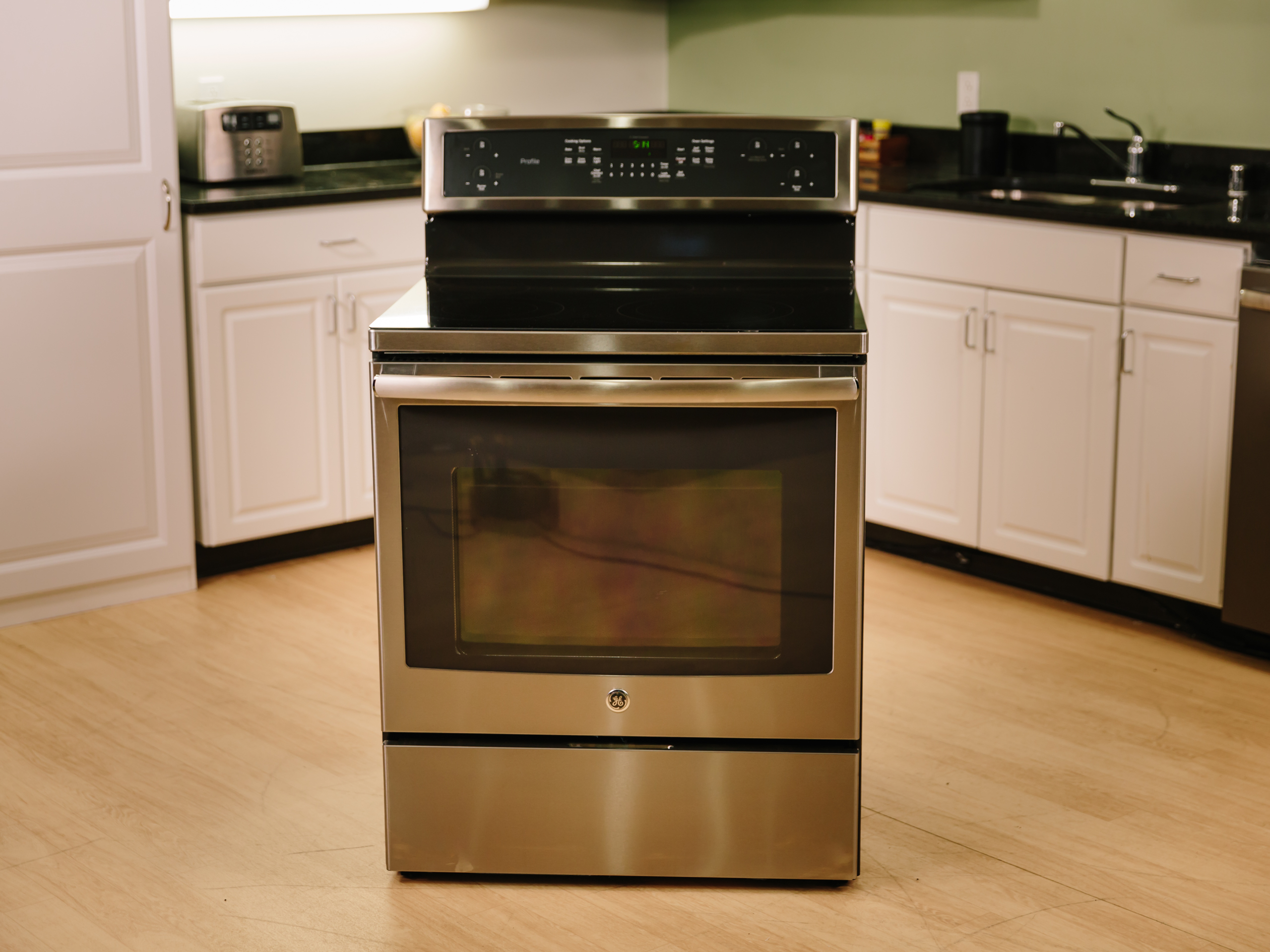 The tech's good, but the cooking's better with this GE range