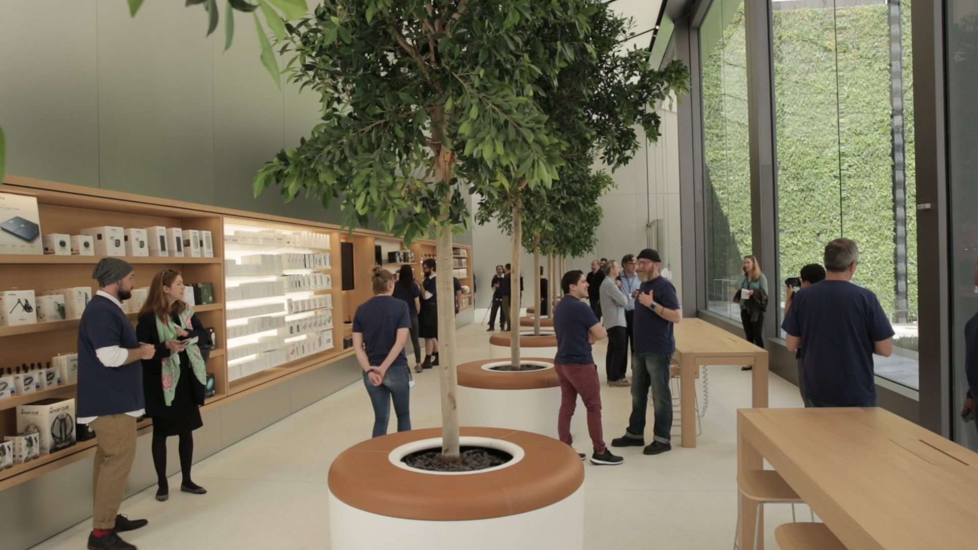 Video: Take a tour of Apple's redesigned store