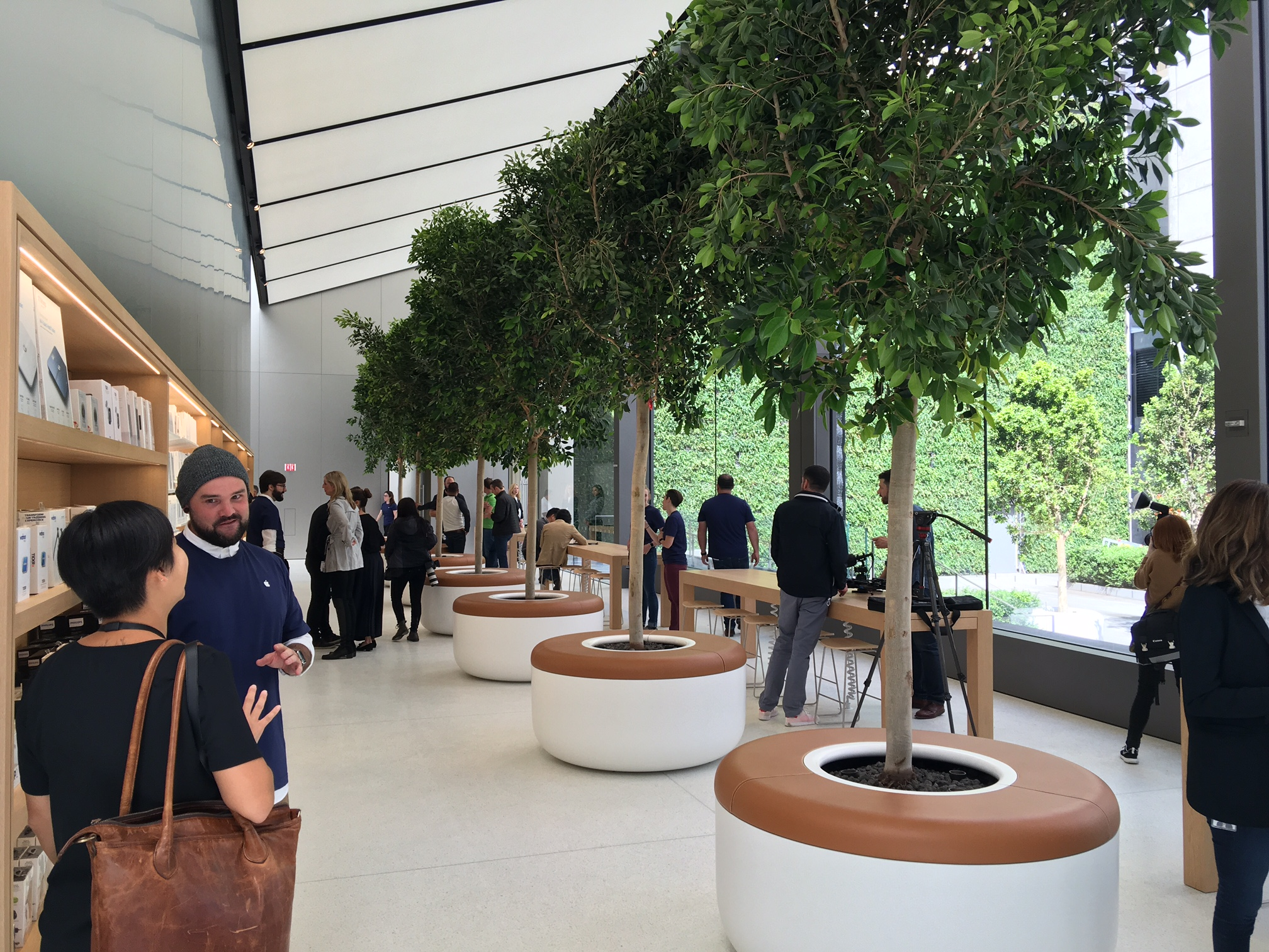 Apple thinks different with new San Francisco store