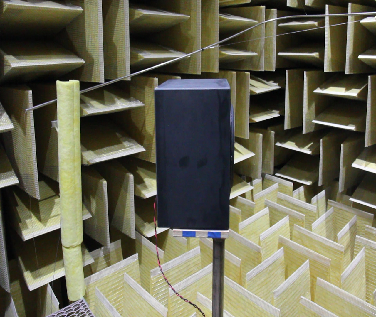 Video: Samsung's audio lab: peek behind the double-blind curtain