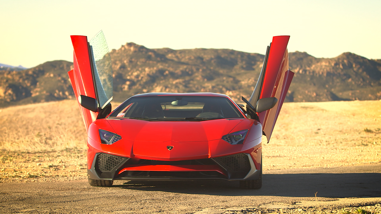 Video: Lamborghini Aventador SV: A nip, a tuck and a hell of a ride (CNET On Cars, Episode 90)