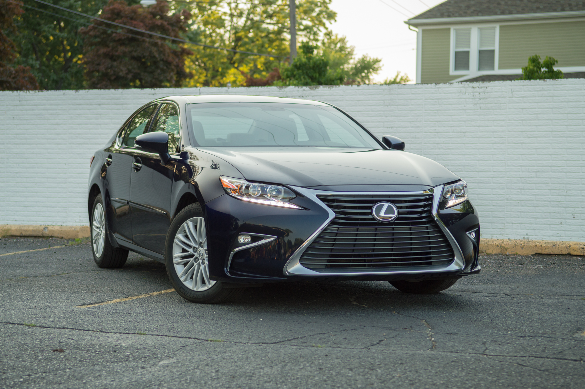 Lexus Is 350 2018 >> The 2016 Lexus ES 350 is an overripe banana: Soft and old ...