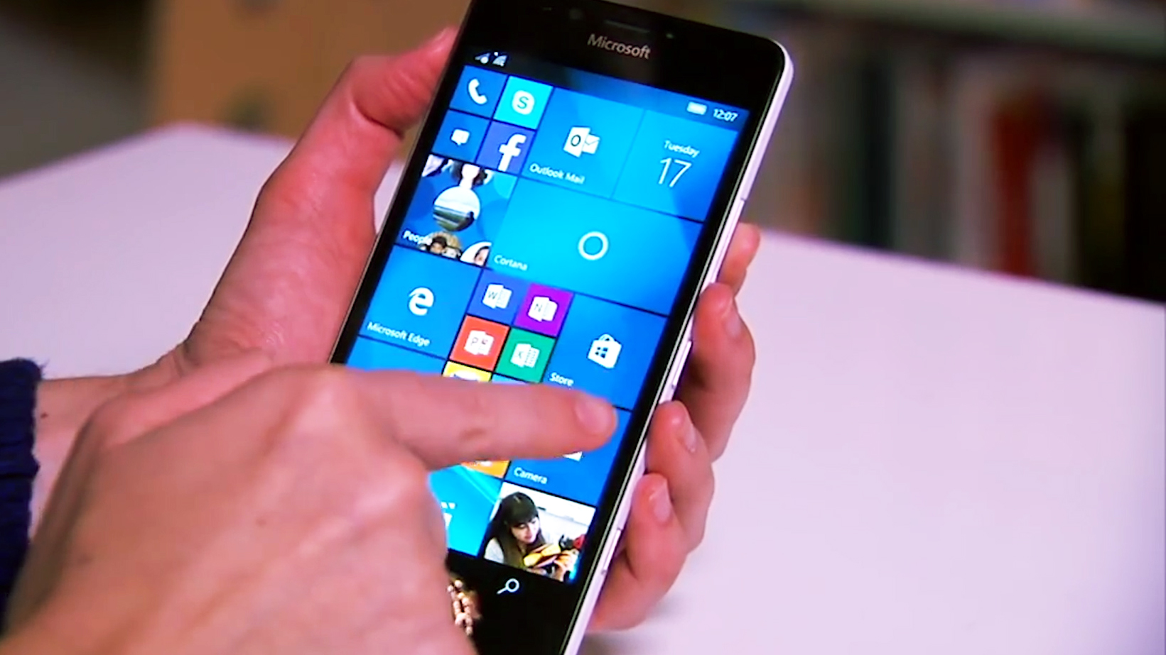 Video: Trouble for Windows Phone: Microsoft makes cuts to mobile business