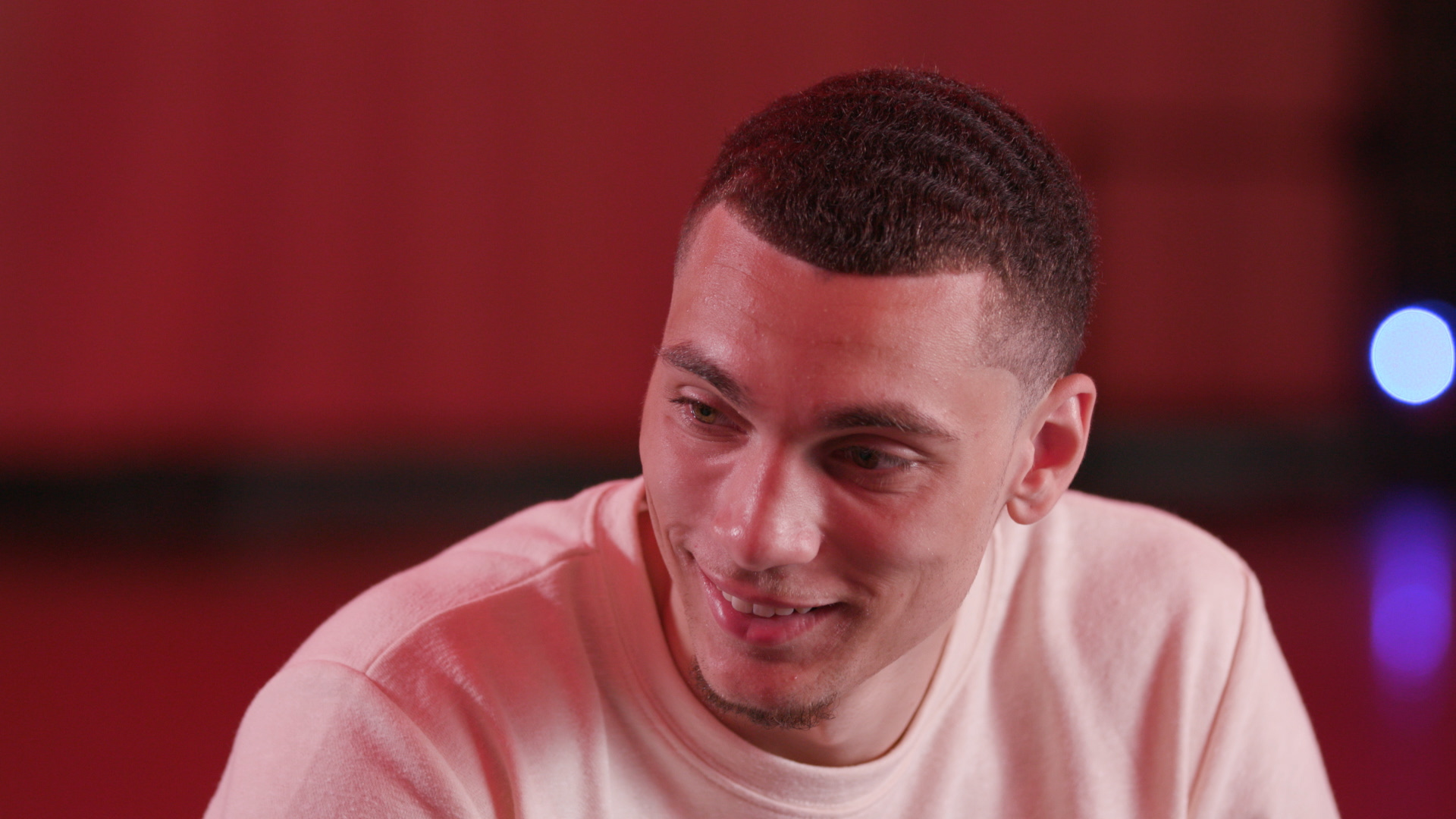 Video: Zach LaVine: iPhone or Android?
