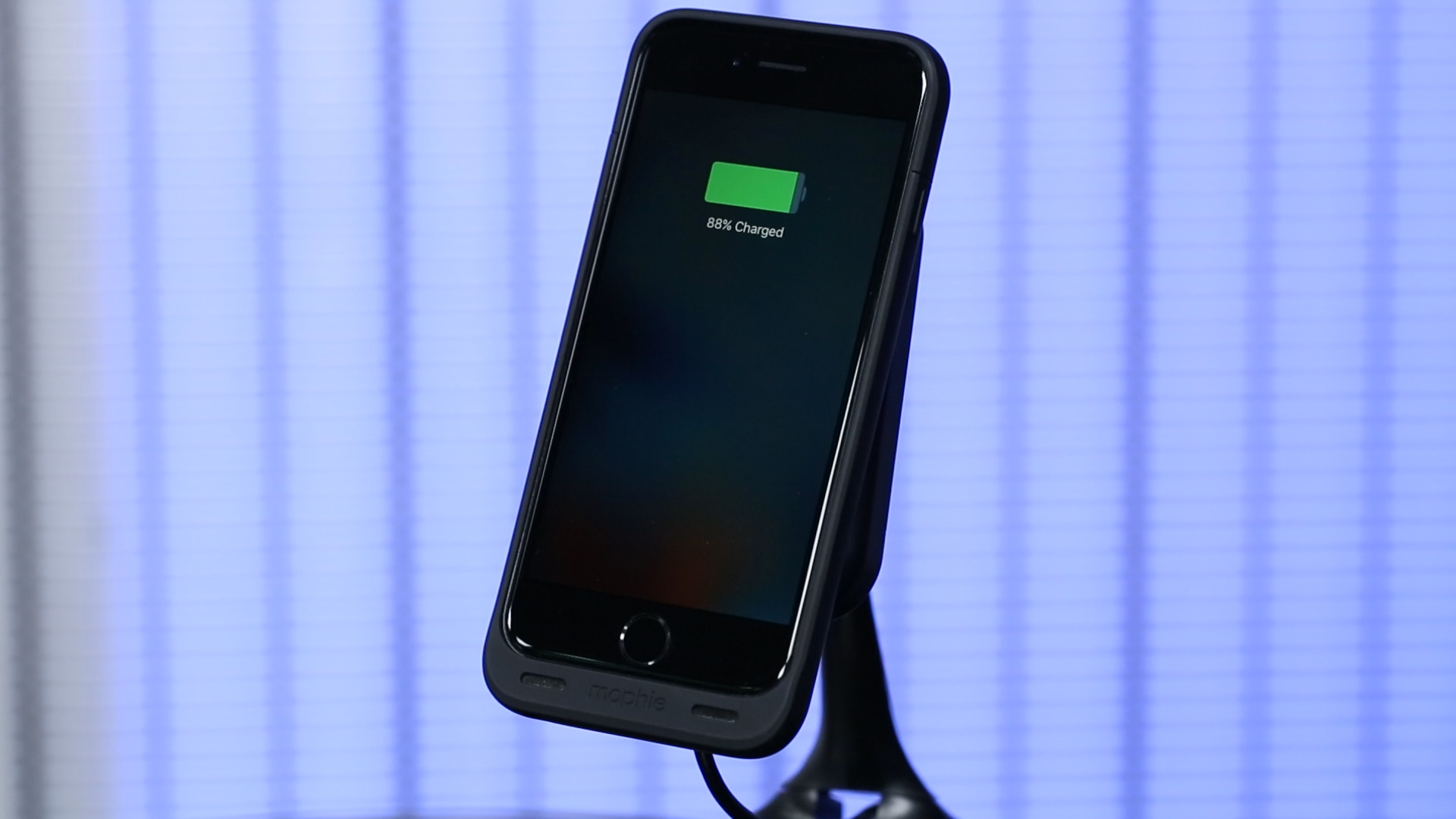 Video: Mophie Juice Pack Wireless adds wireless charging to iPhone 6/6S and 6 Plus/6S Plus
