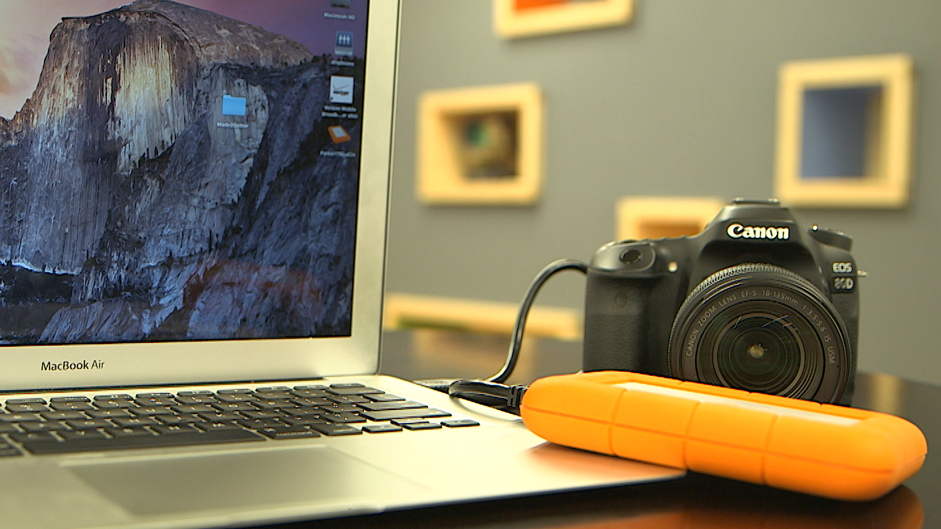 Video: How to back up photos when traveling