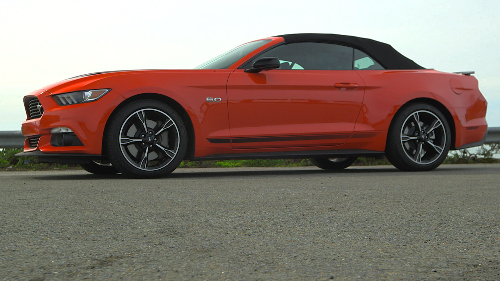 Video: Activating burnout mode in the 2016 Ford Mustang GT