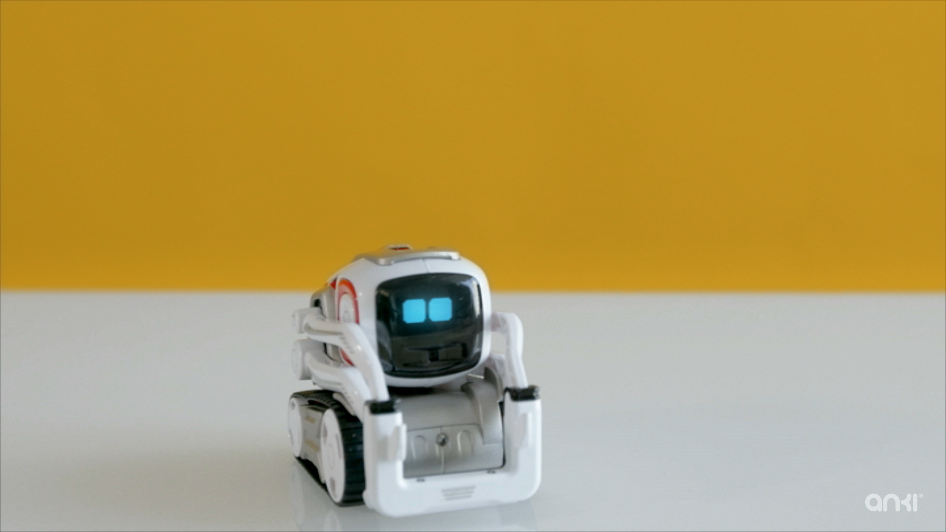 Video: Cute Cozmo robot is as close as we get to a real-life WALL-E (Tomorrow Daily 384)
