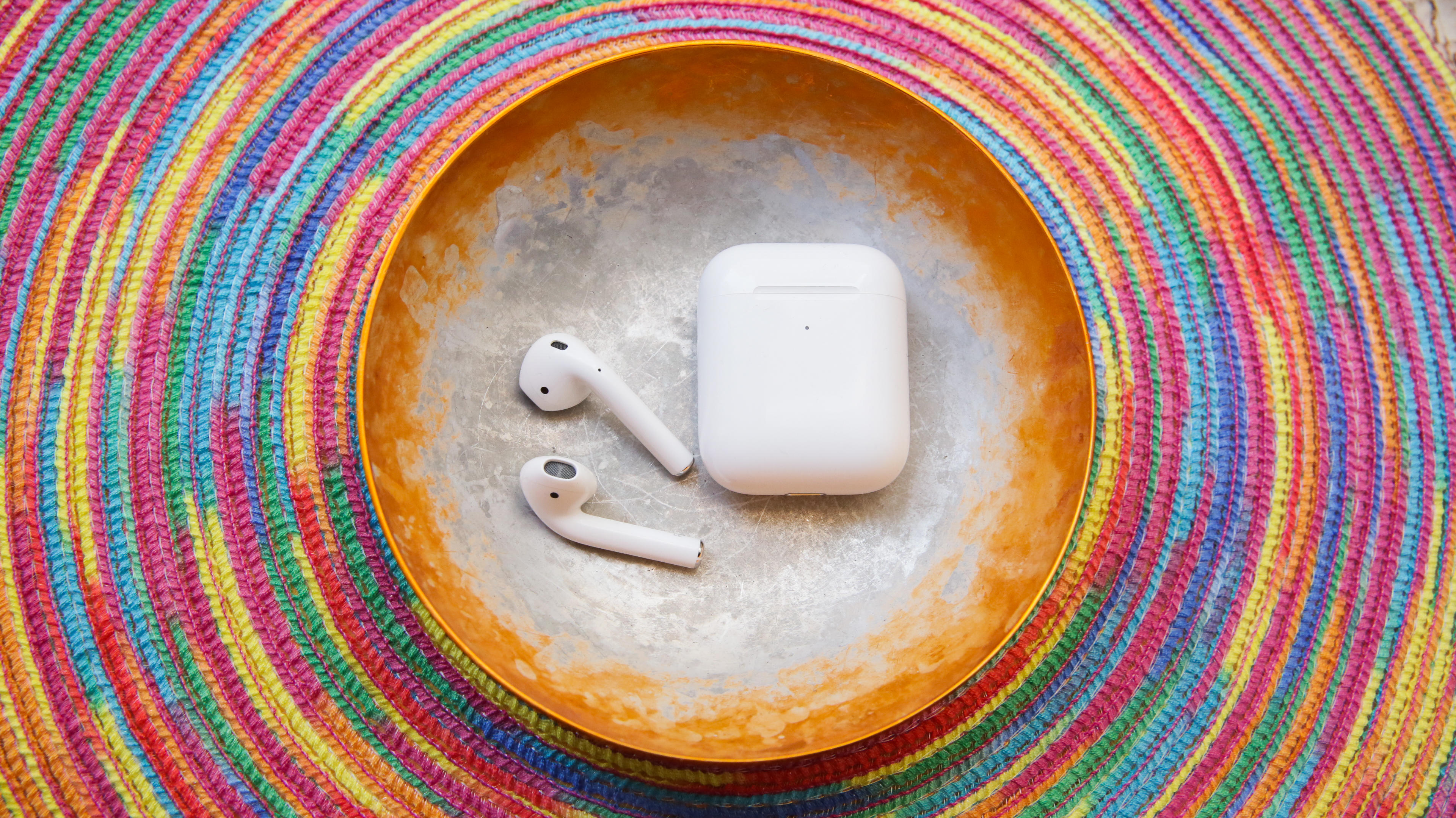 05-airpods-2nd-generation