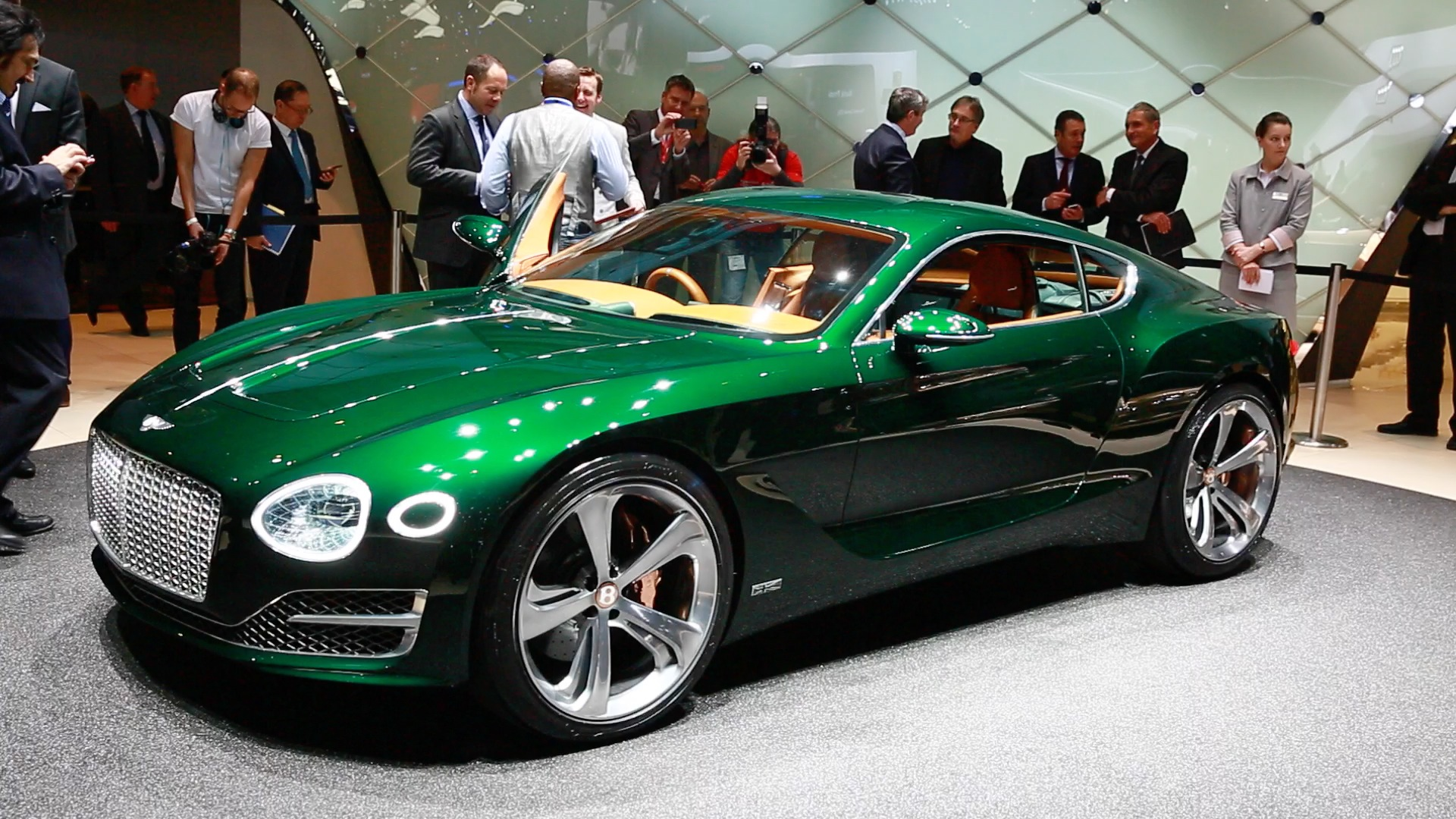 Video: Bentley EXP 10 Speed 6 brings new curves to a classic brand