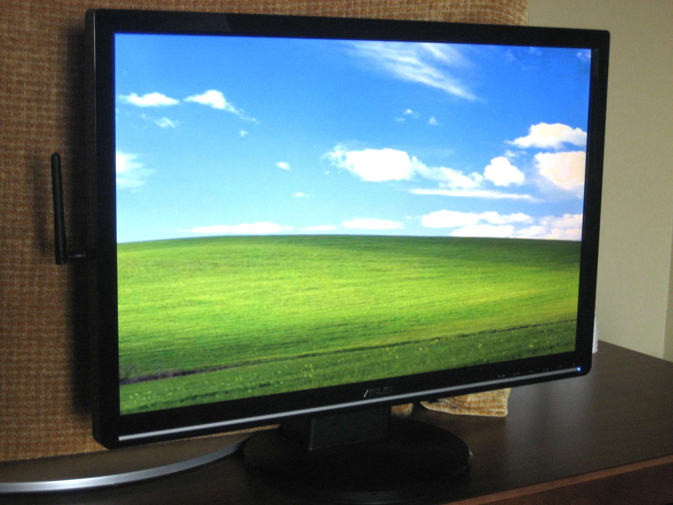 Asus monitor with wireless USB capability
