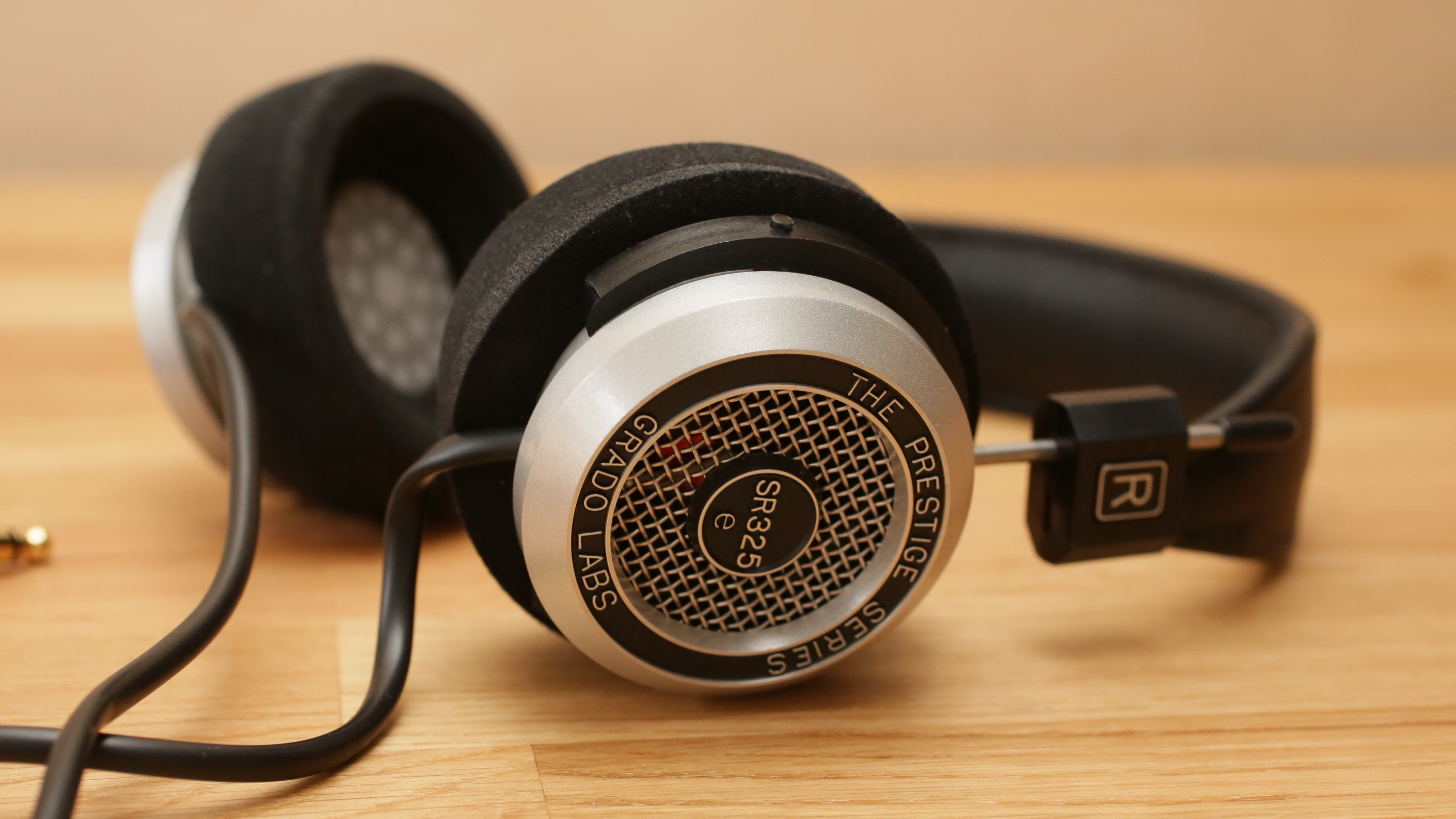 Very clear and open-sounding headphones, exciting to listen to