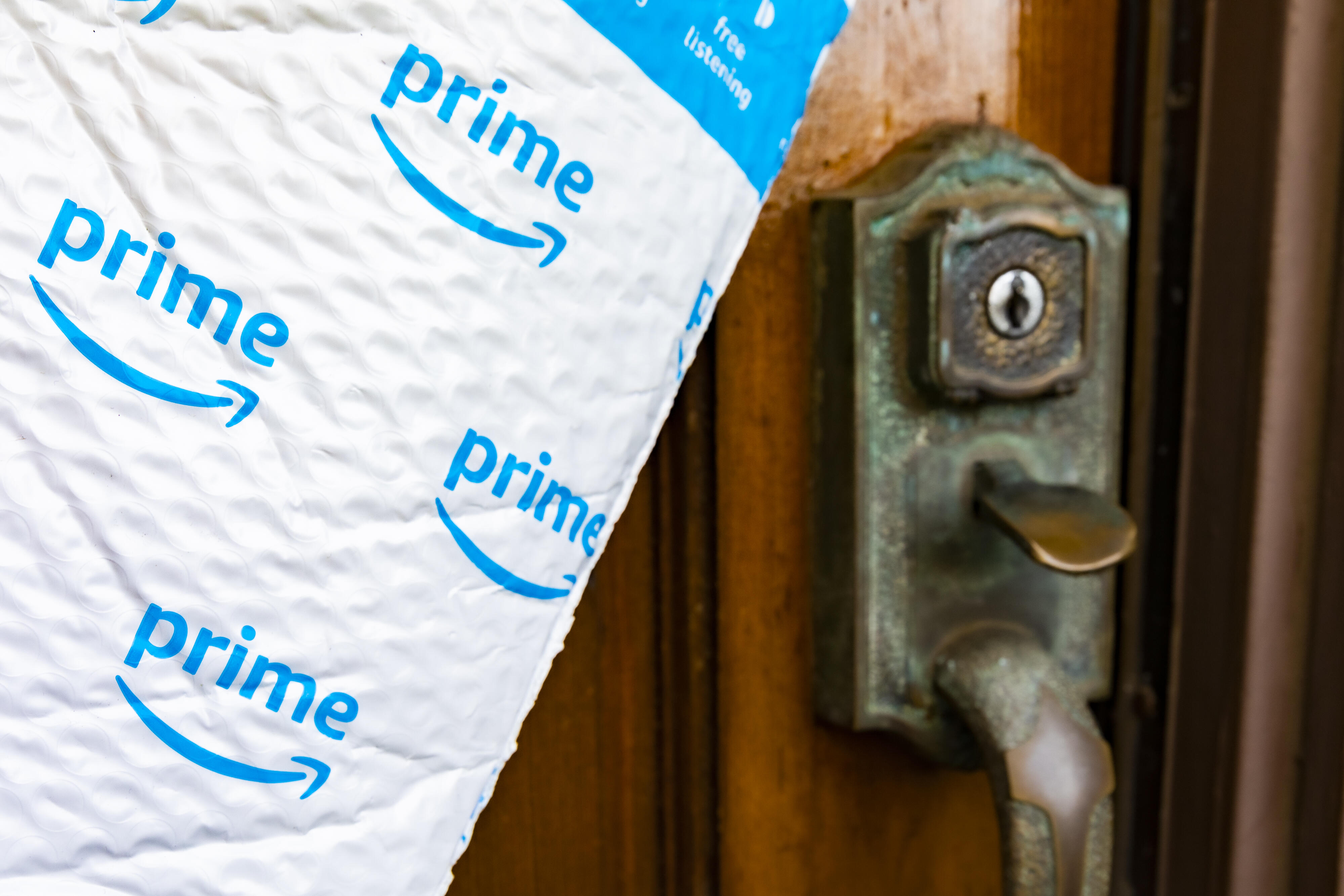 amazon-delivery-online-ordering-shipping-7099