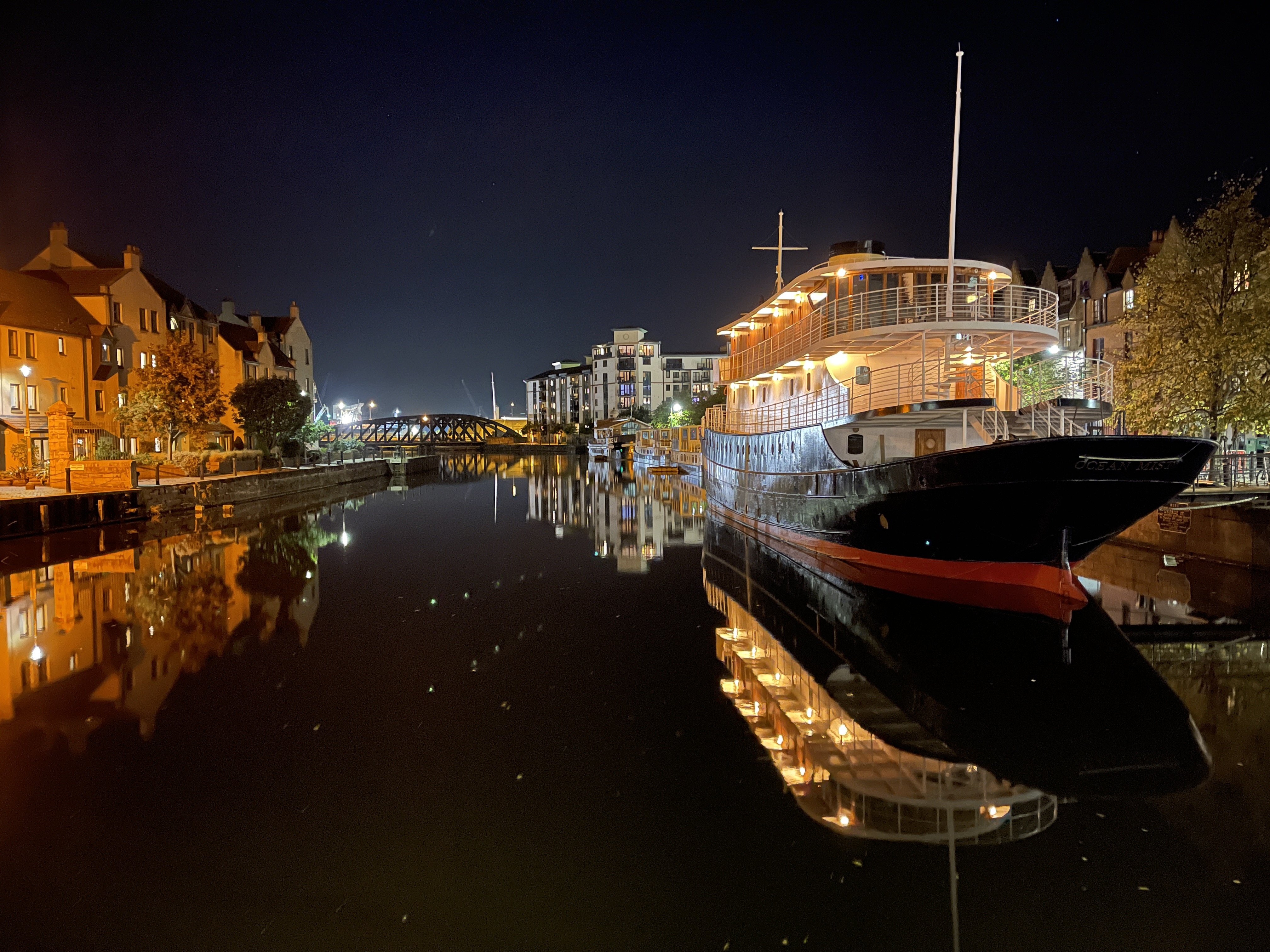 boat-normal-night-mode-iphone-12-pro-max