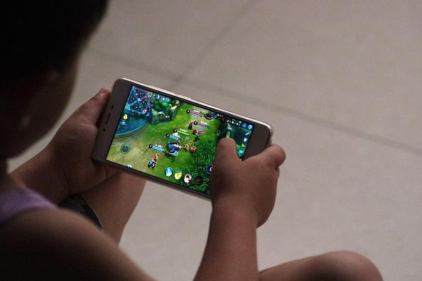 A child plays a game on a smartphone.