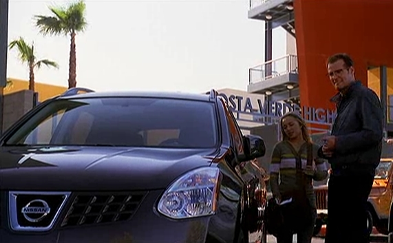 Scene from Heroes with cheerleader, father, and Nissan Rogue.