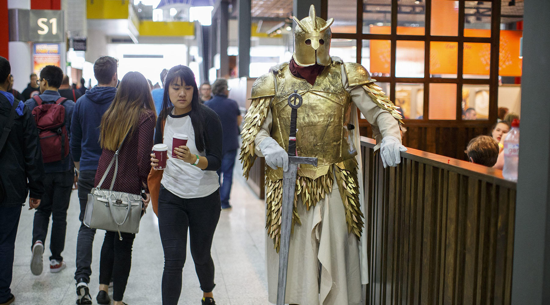 This absolutely golden cosplay photo