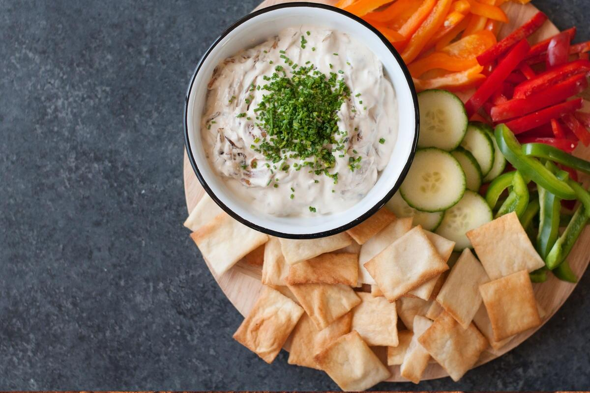 slow-cooker-french-onion-dip-recipe-chowhound