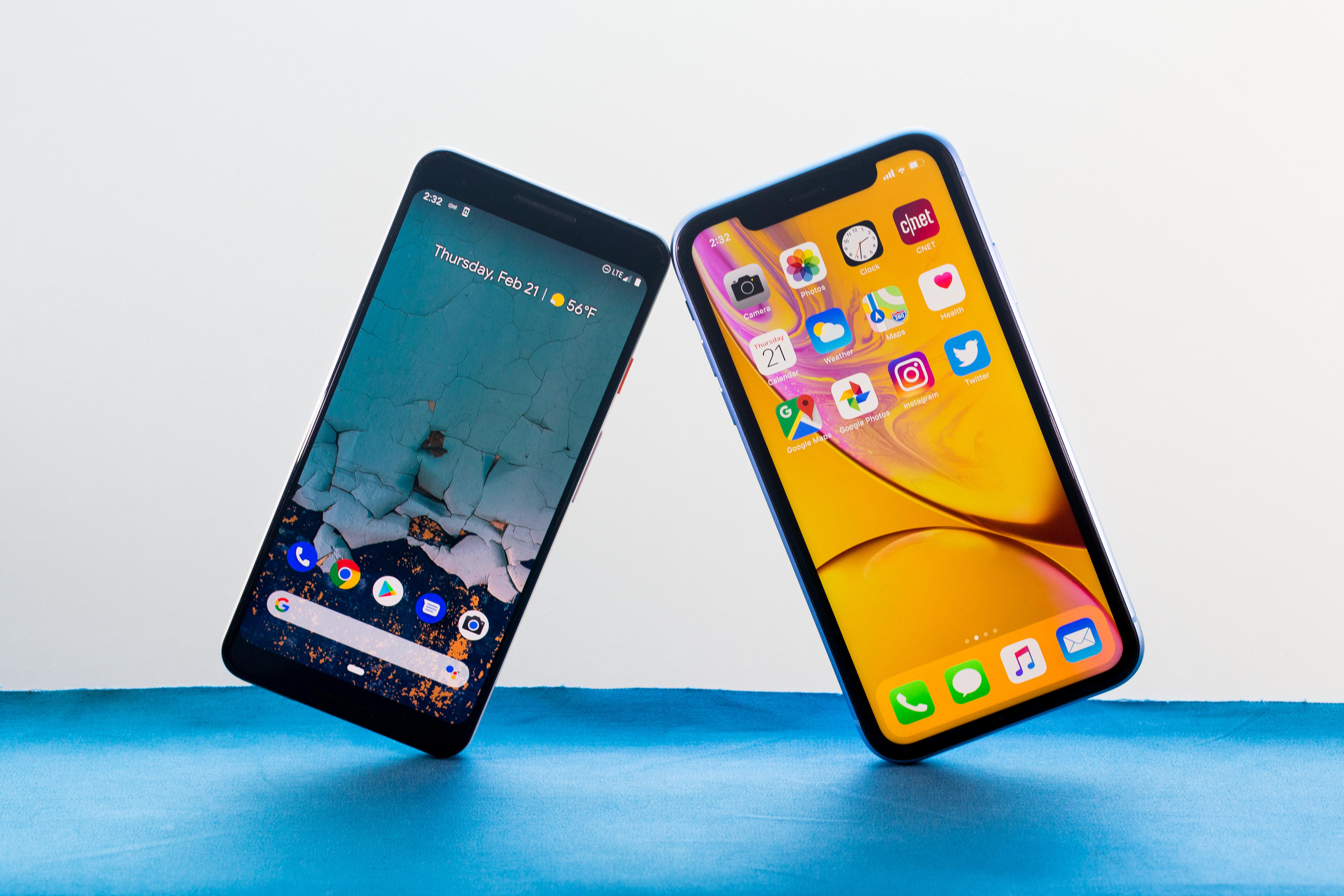 iphone-xr-and-pixel-3-5