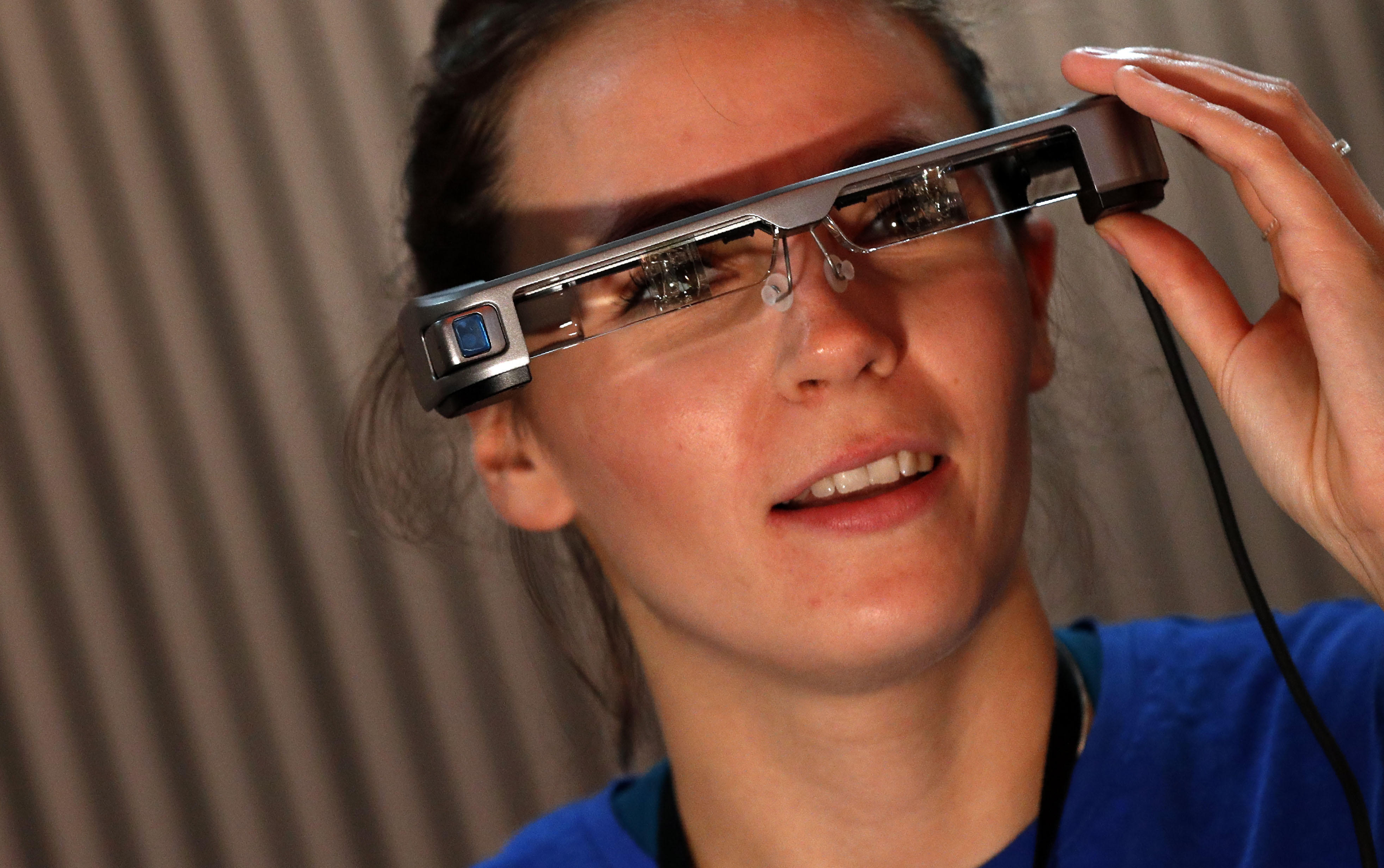 Epson's smart glasses will use augmented reality to show captions to theatergoers.