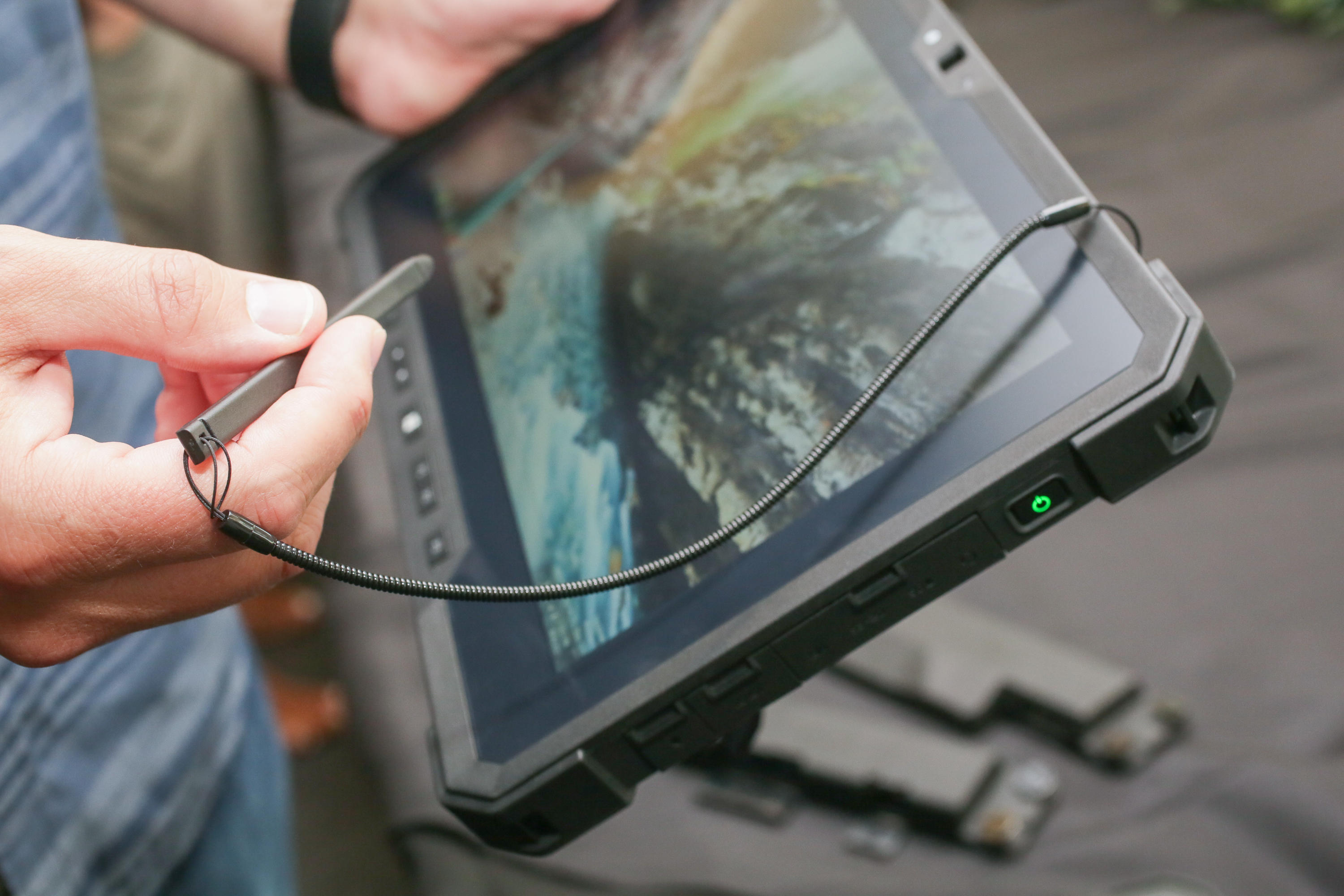 dell-latitude-7212-rugged-extreme-tablet-10
