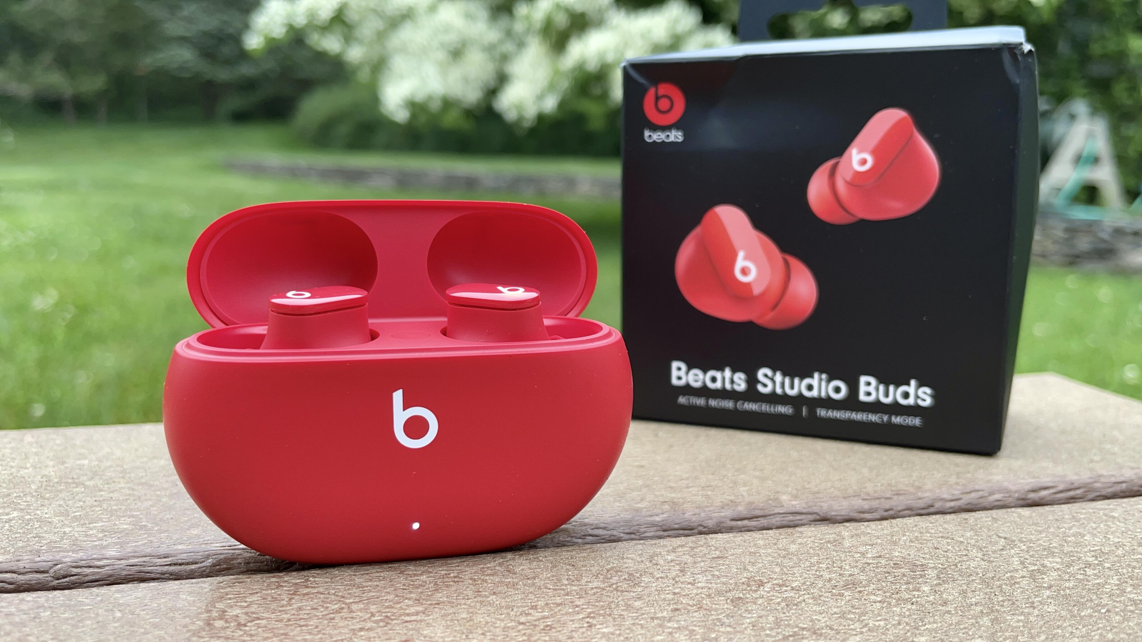 beats-studio-buds-red-with-box