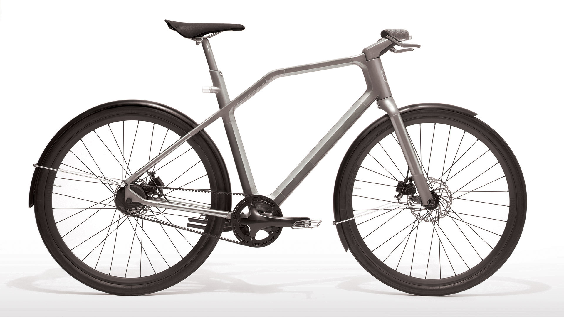 The Solid bike has a clean look because gearshift and brake cables are routed inside the frame.