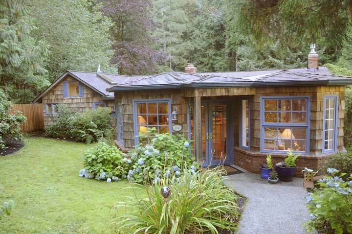 A cozy Hobbit-hole just outside Seattle