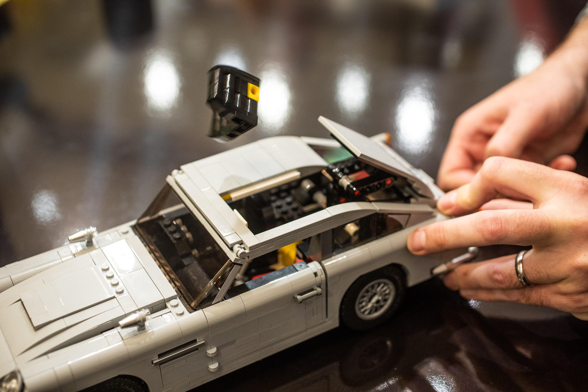 Lego James Bond Aston Martin Db5 Thrills With Working Ejector Seat Cnet