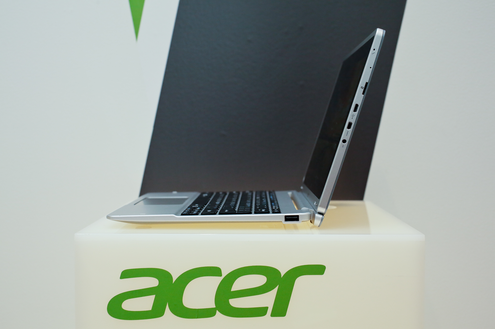 009acer-aspire-switch-10-product-photos.jpg