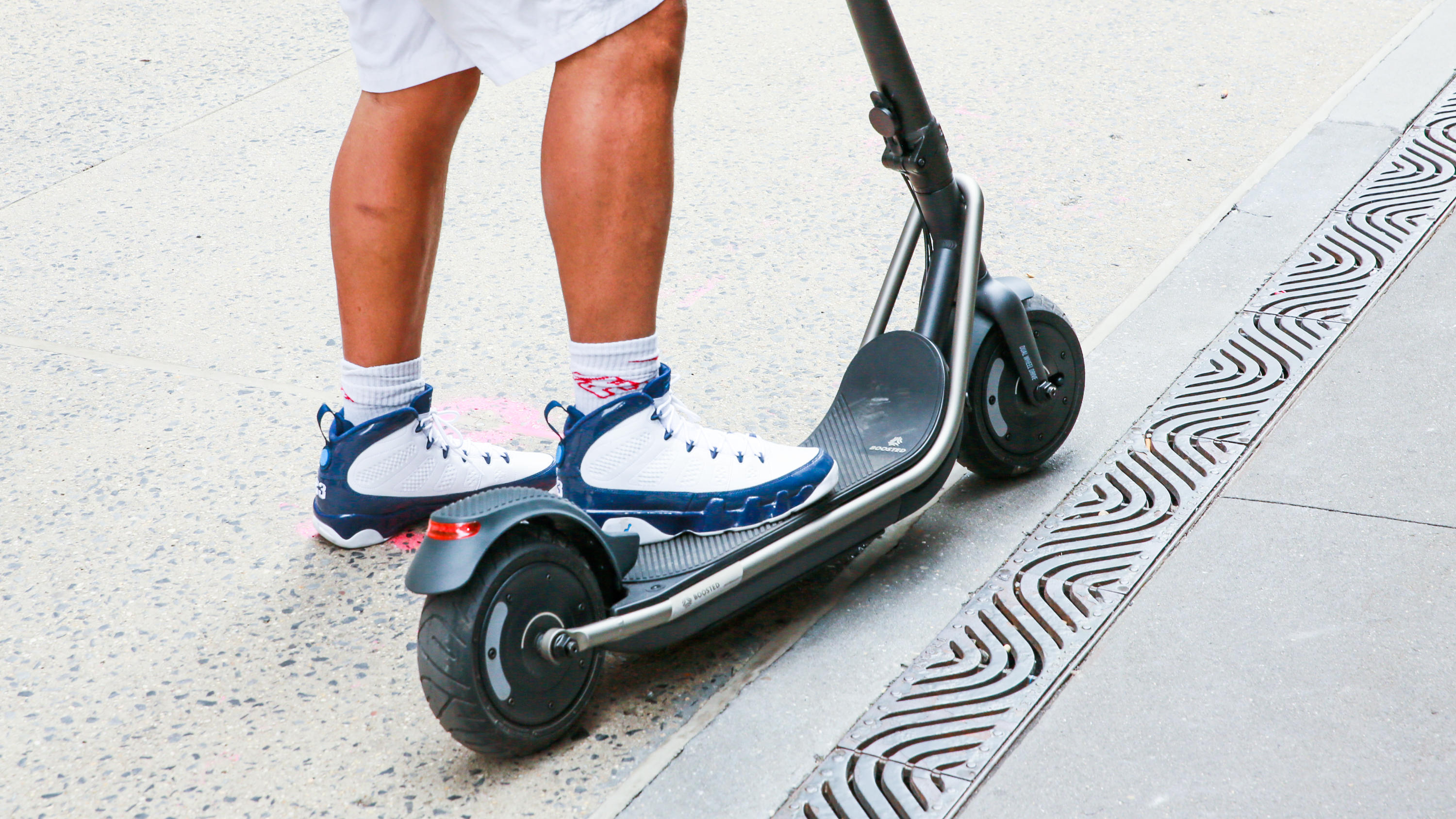 17 boosted rev | Best electric scooter for summer 2021 - Roadshow | The Paradise